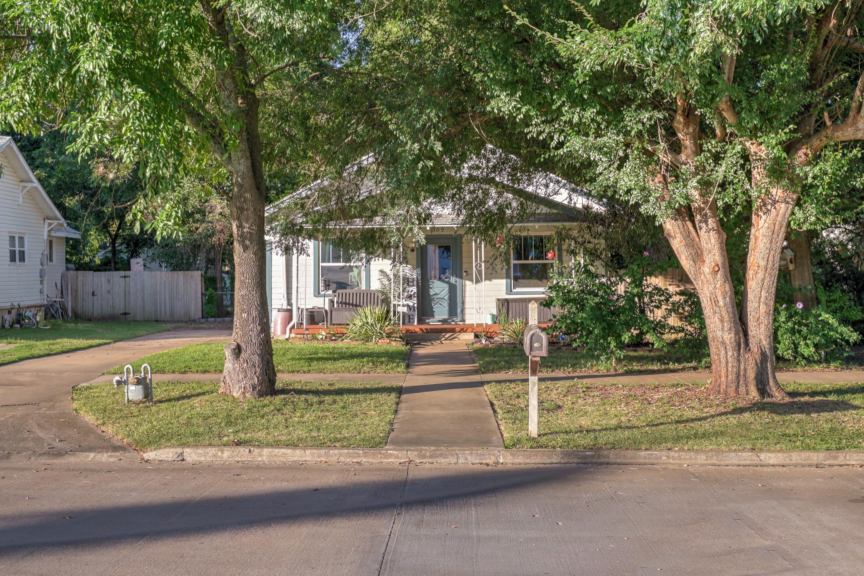309 E 7th Street Property Photo 26