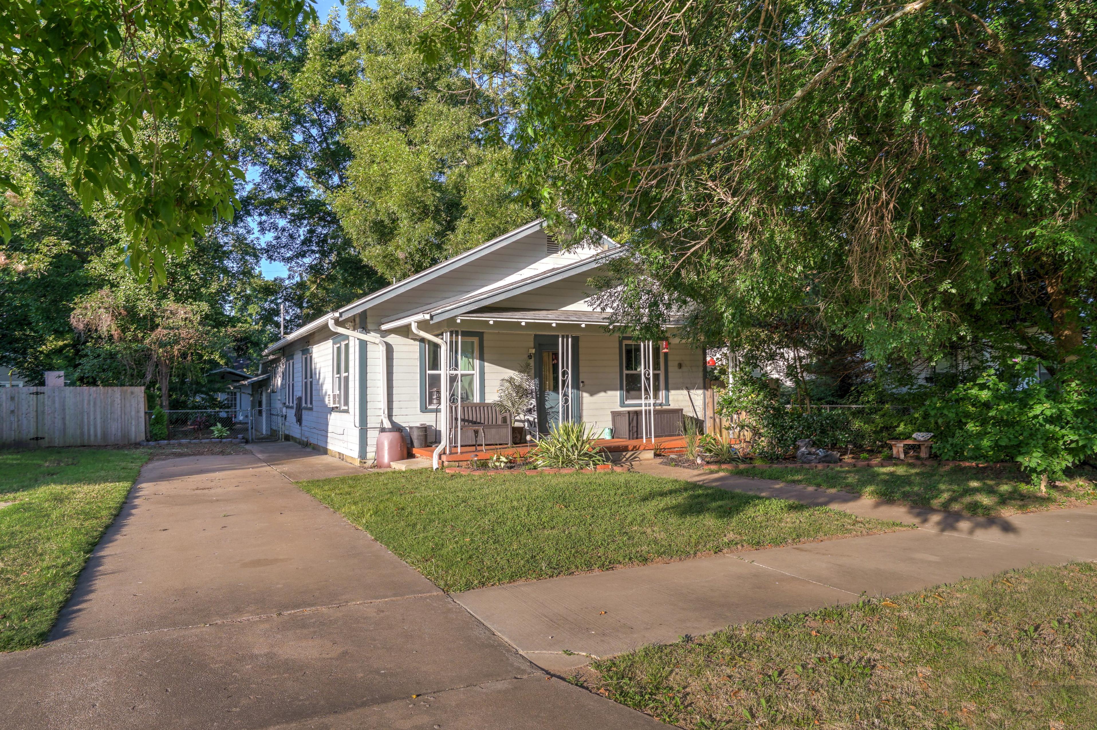 309 E 7th Street Property Photo 27