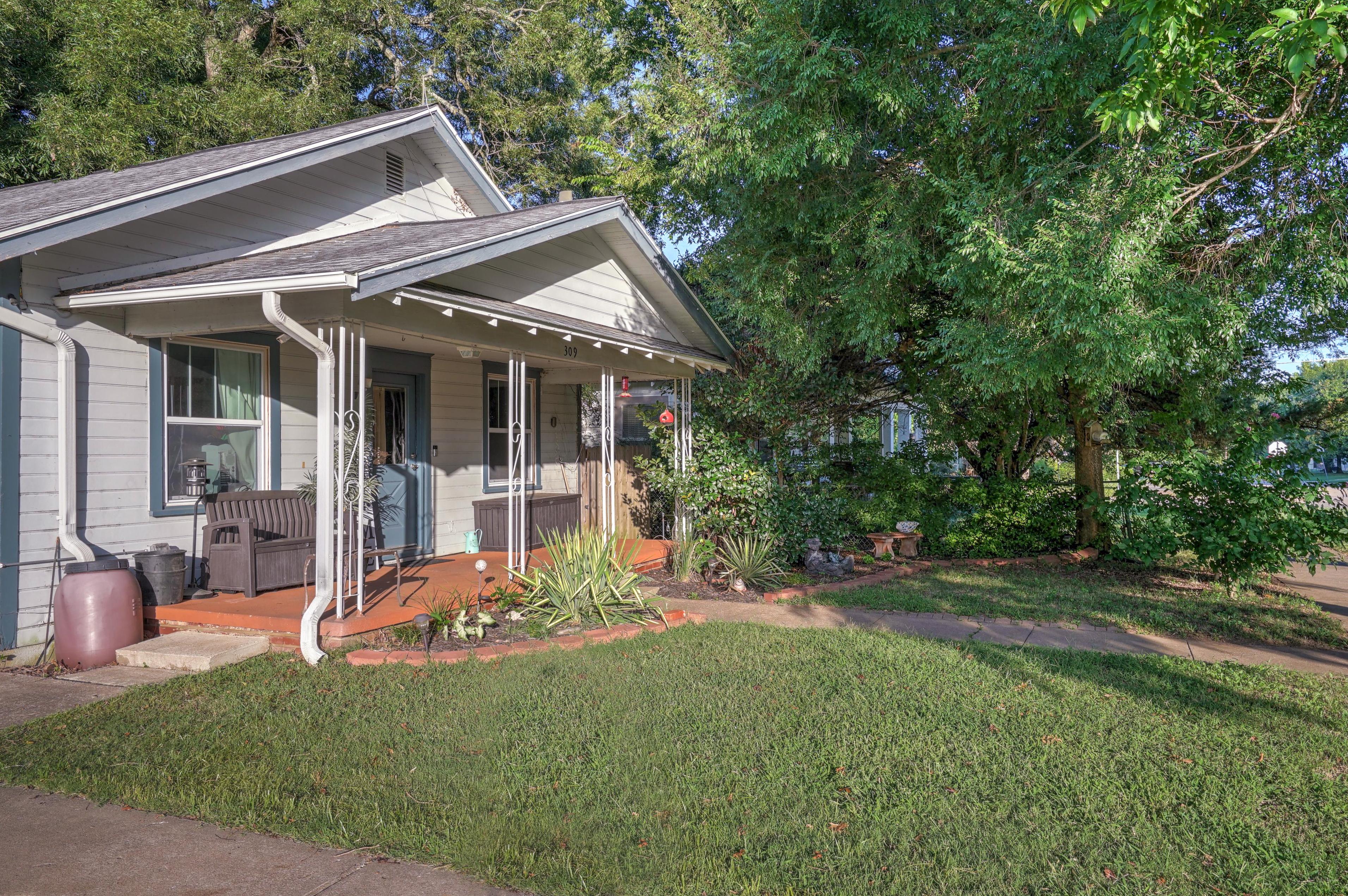 309 E 7th Street Property Photo 2