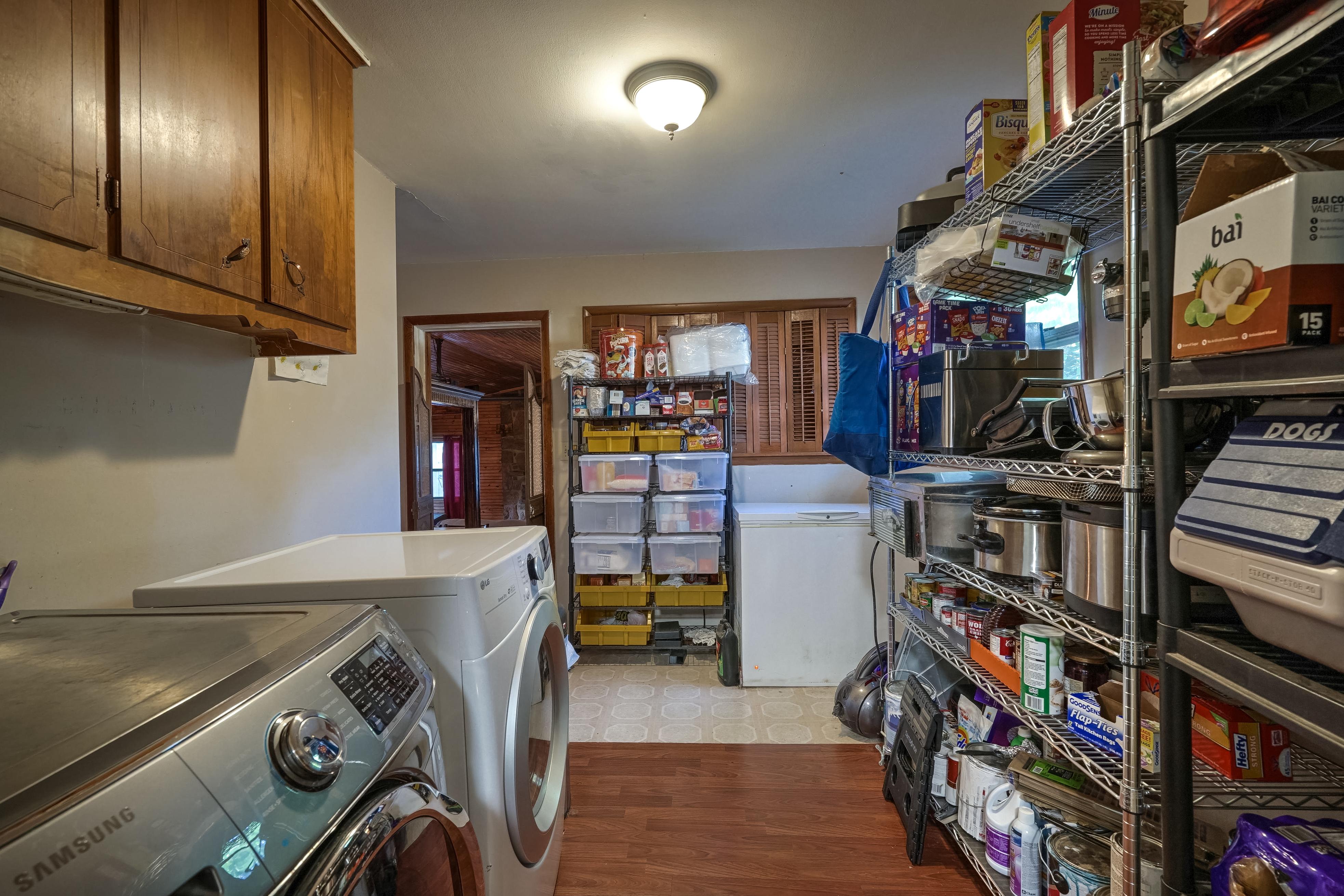 309 E 7th Street Property Photo 9