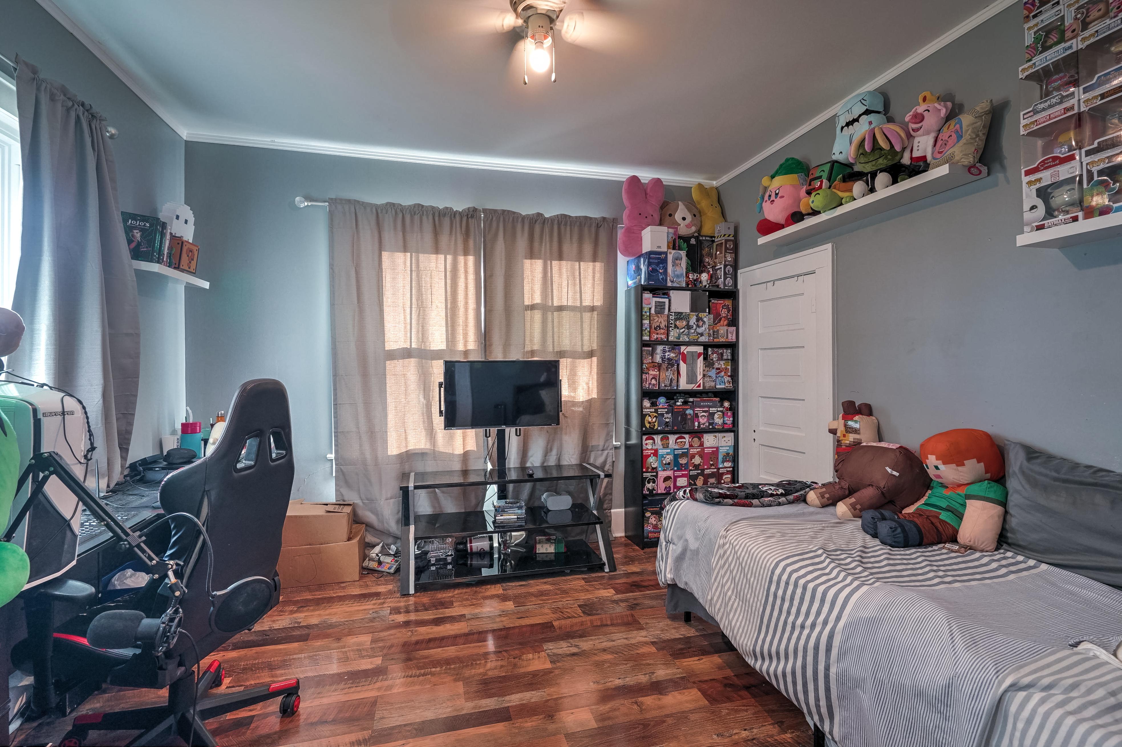 309 E 7th Street Property Photo 17