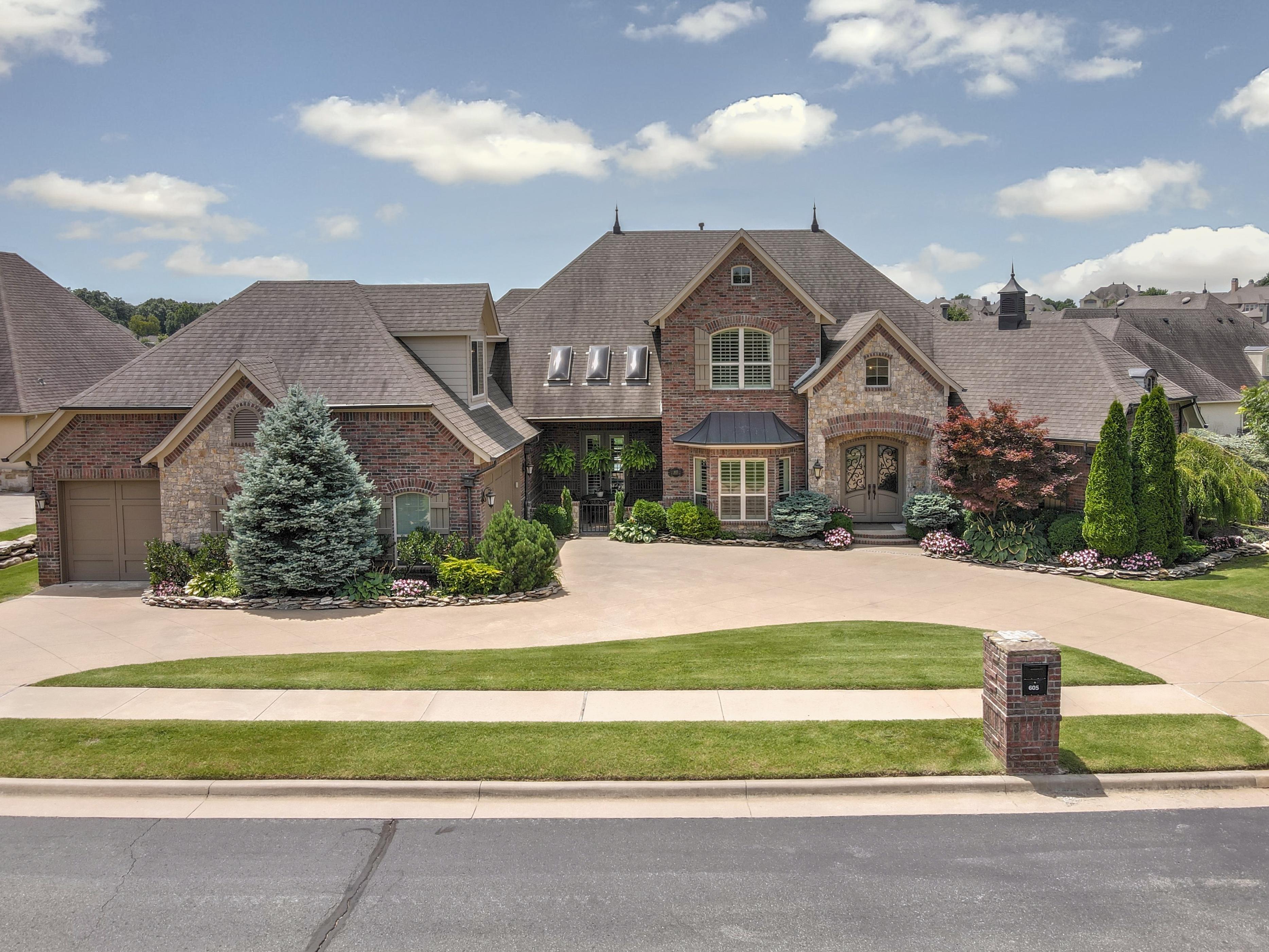 605 E Decatur Street Property Photo 1