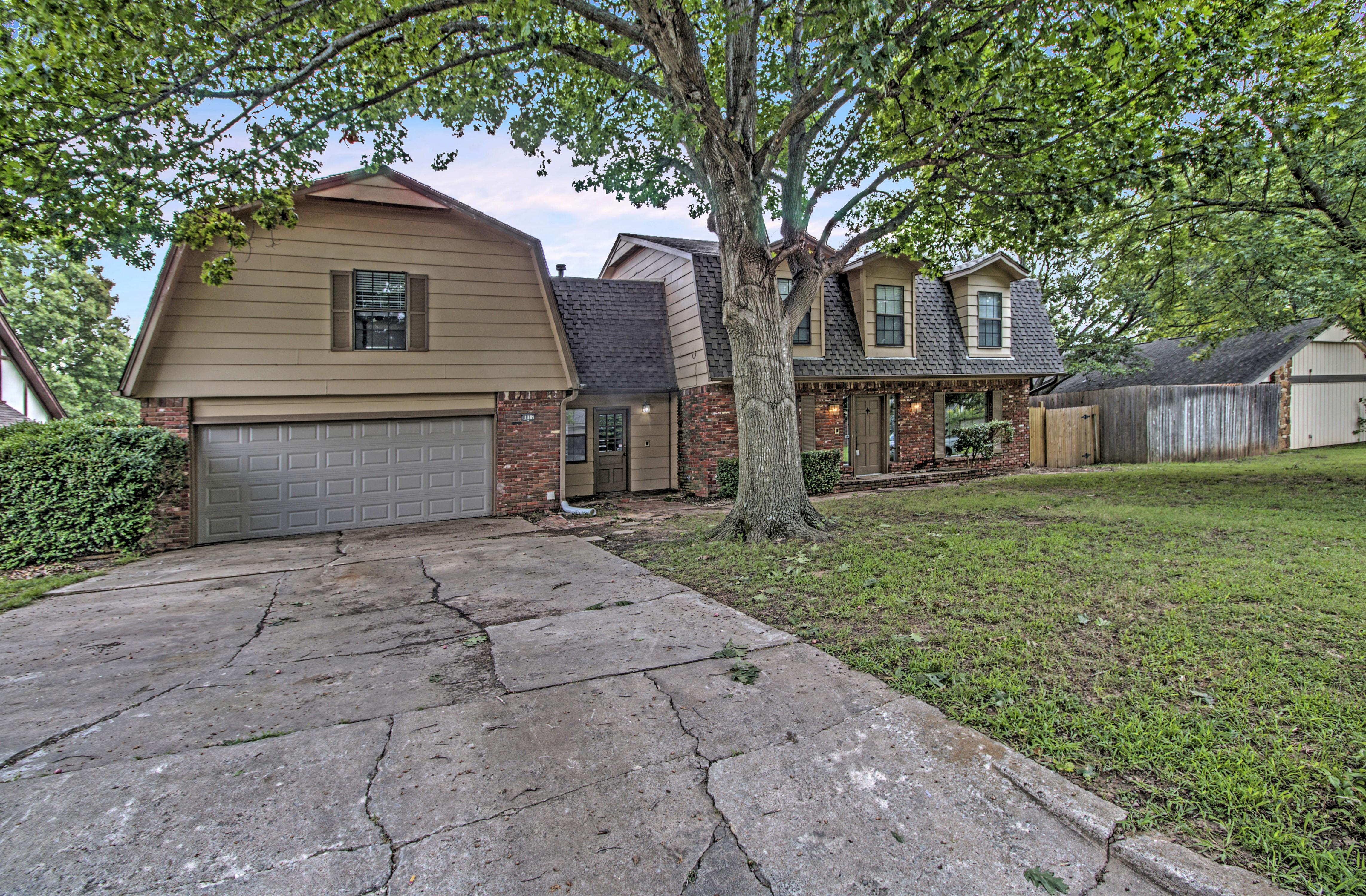 8817 S 71st East Avenue Property Photo