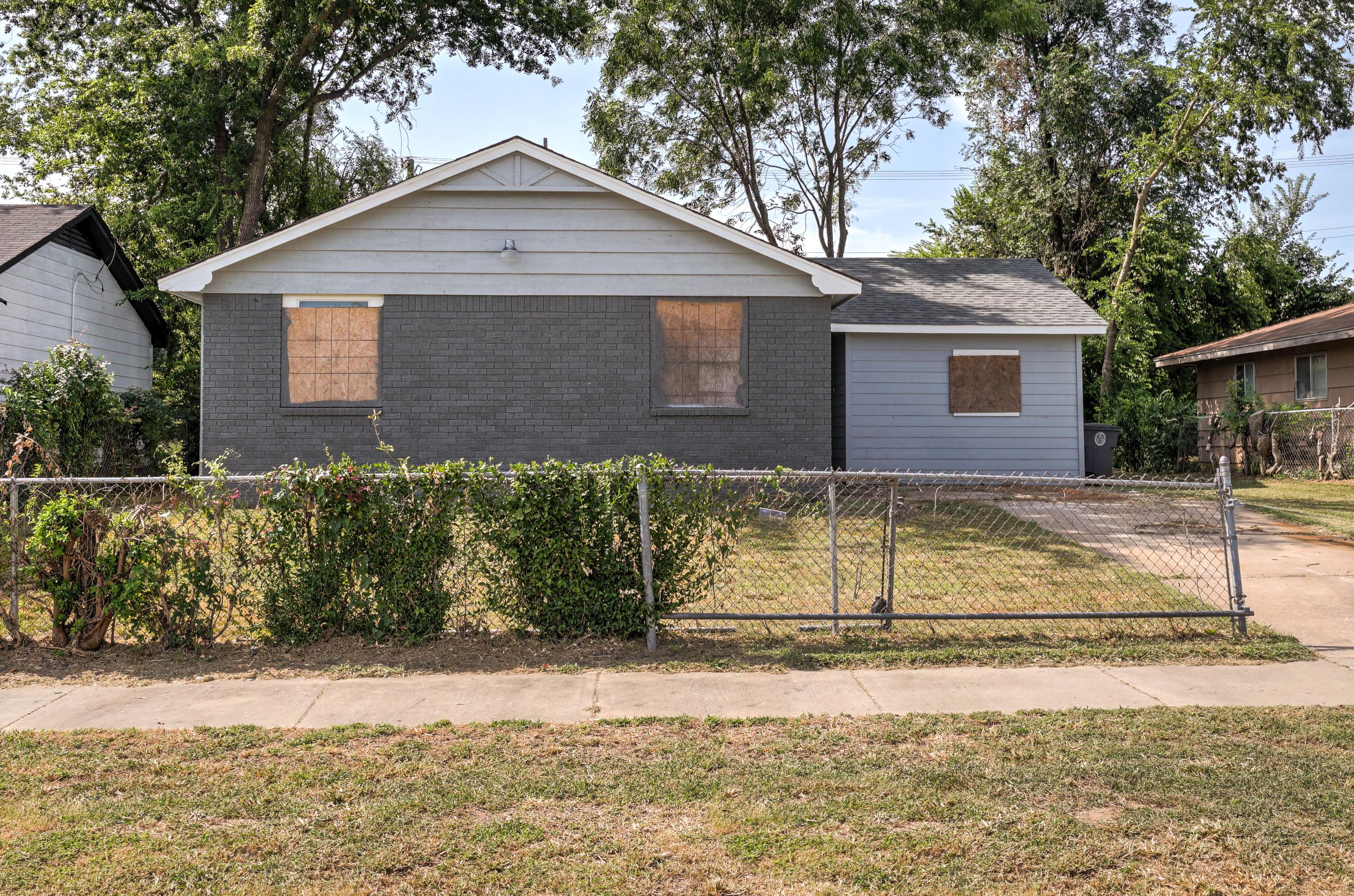 754 E 39th Street Property Photo 1