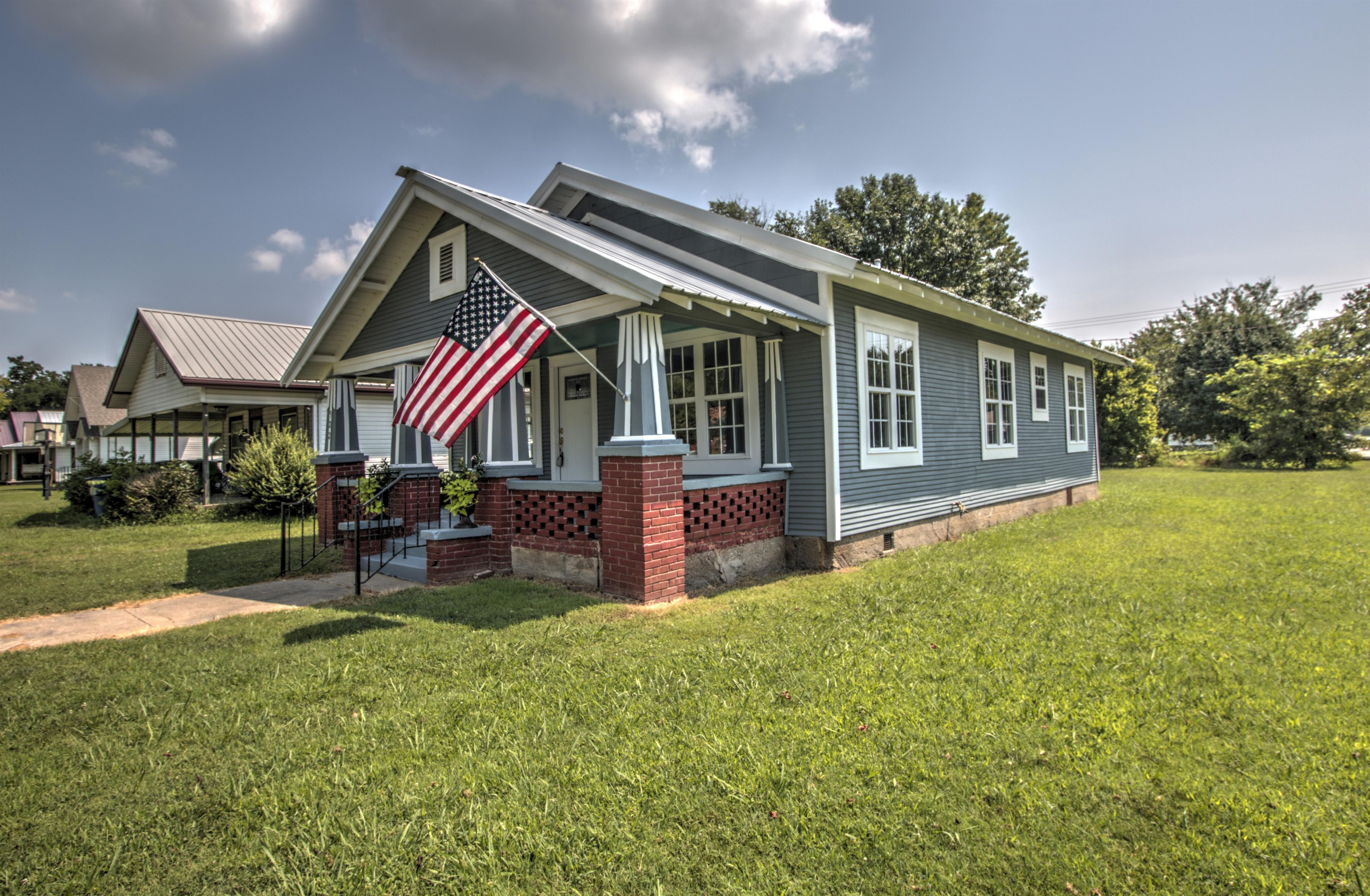 922 S Price Avenue Property Photo 1