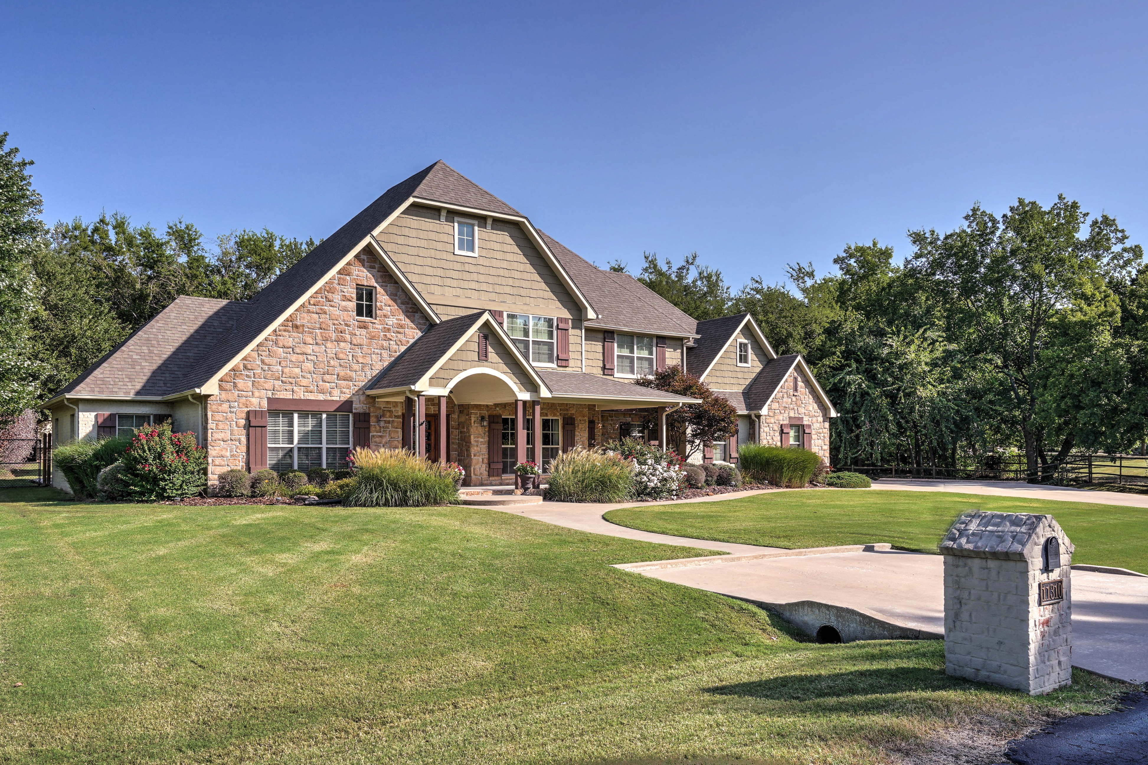 11310 S Vine Street Property Photo 3