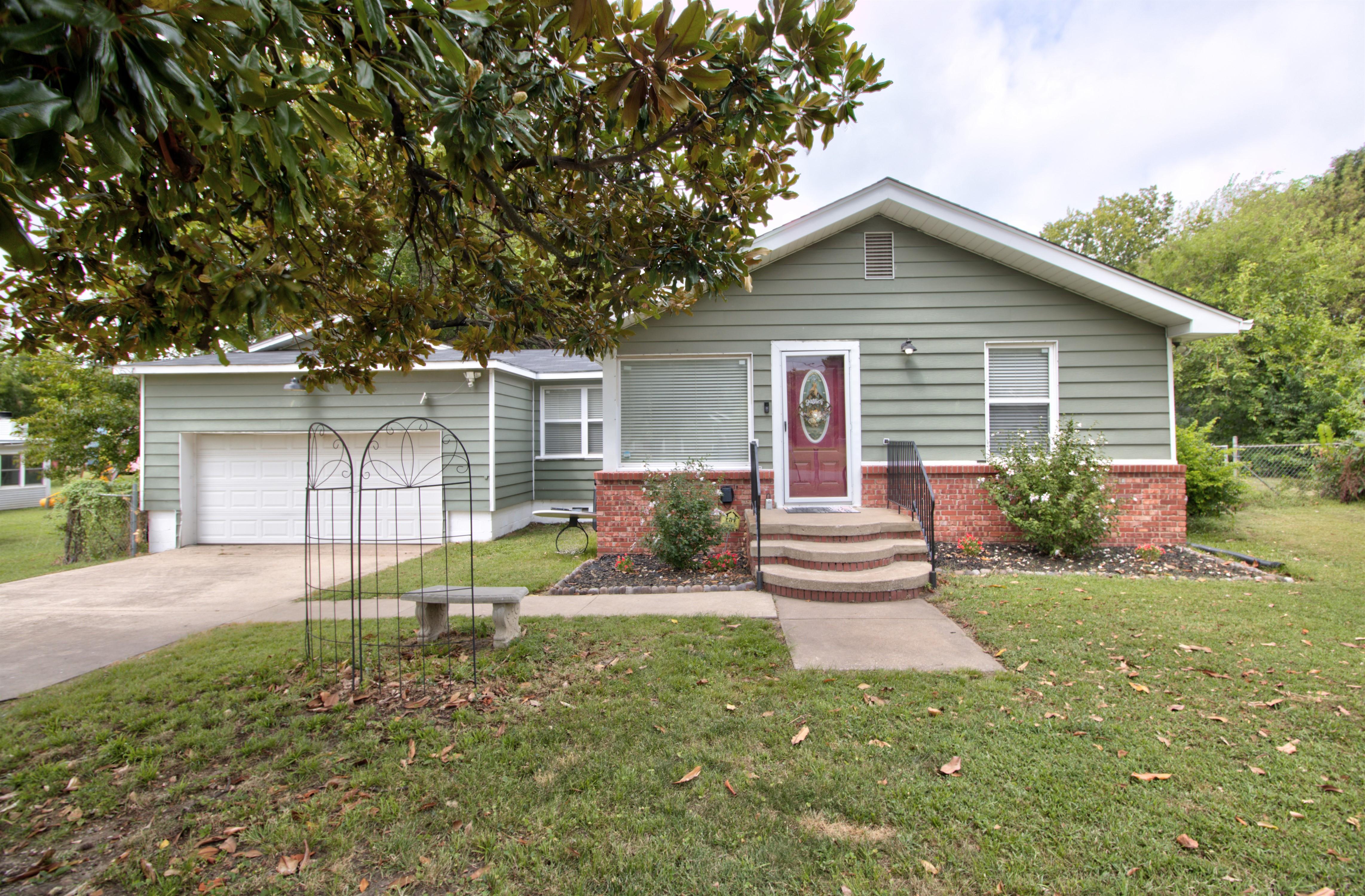 4724 S Santa Fe Avenue Property Photo 1