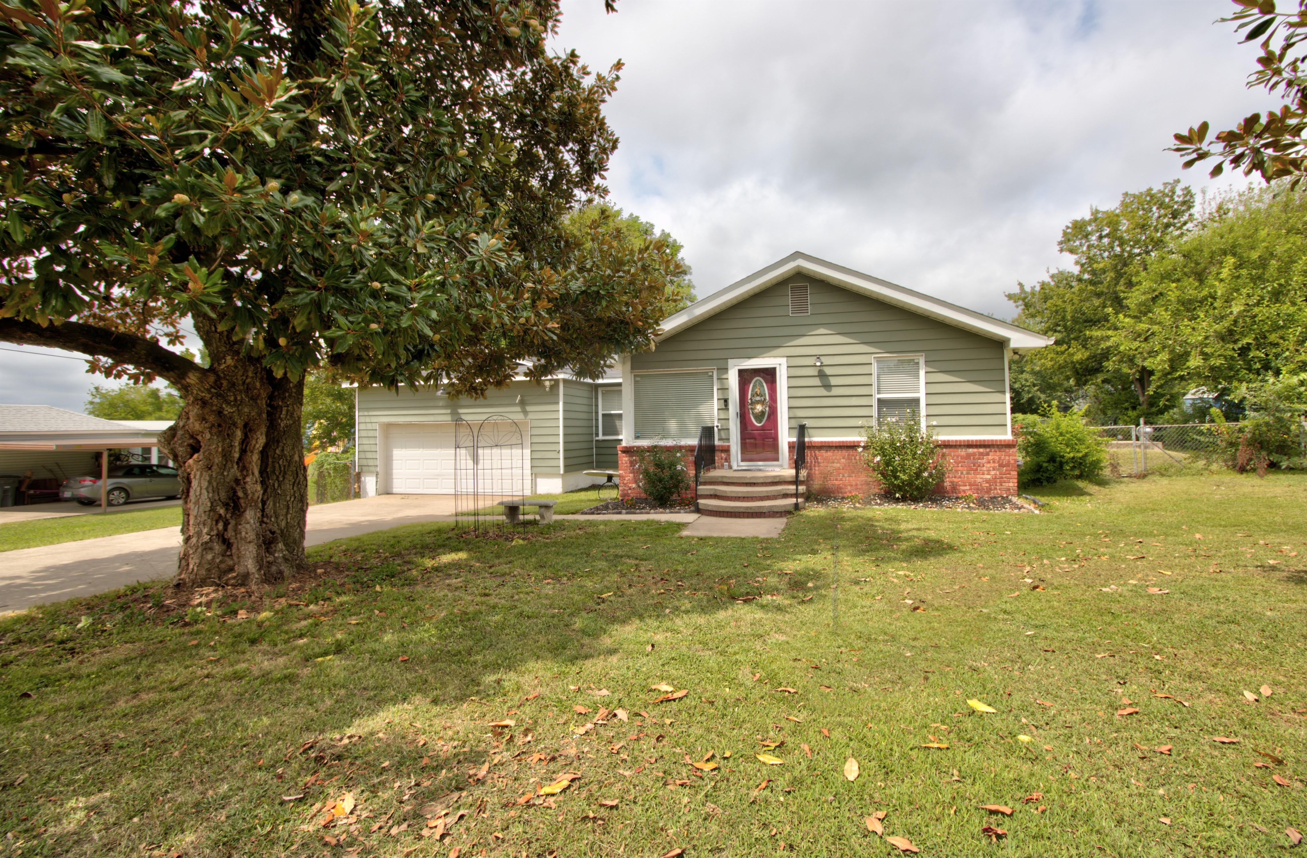4724 S Santa Fe Avenue Property Photo 2