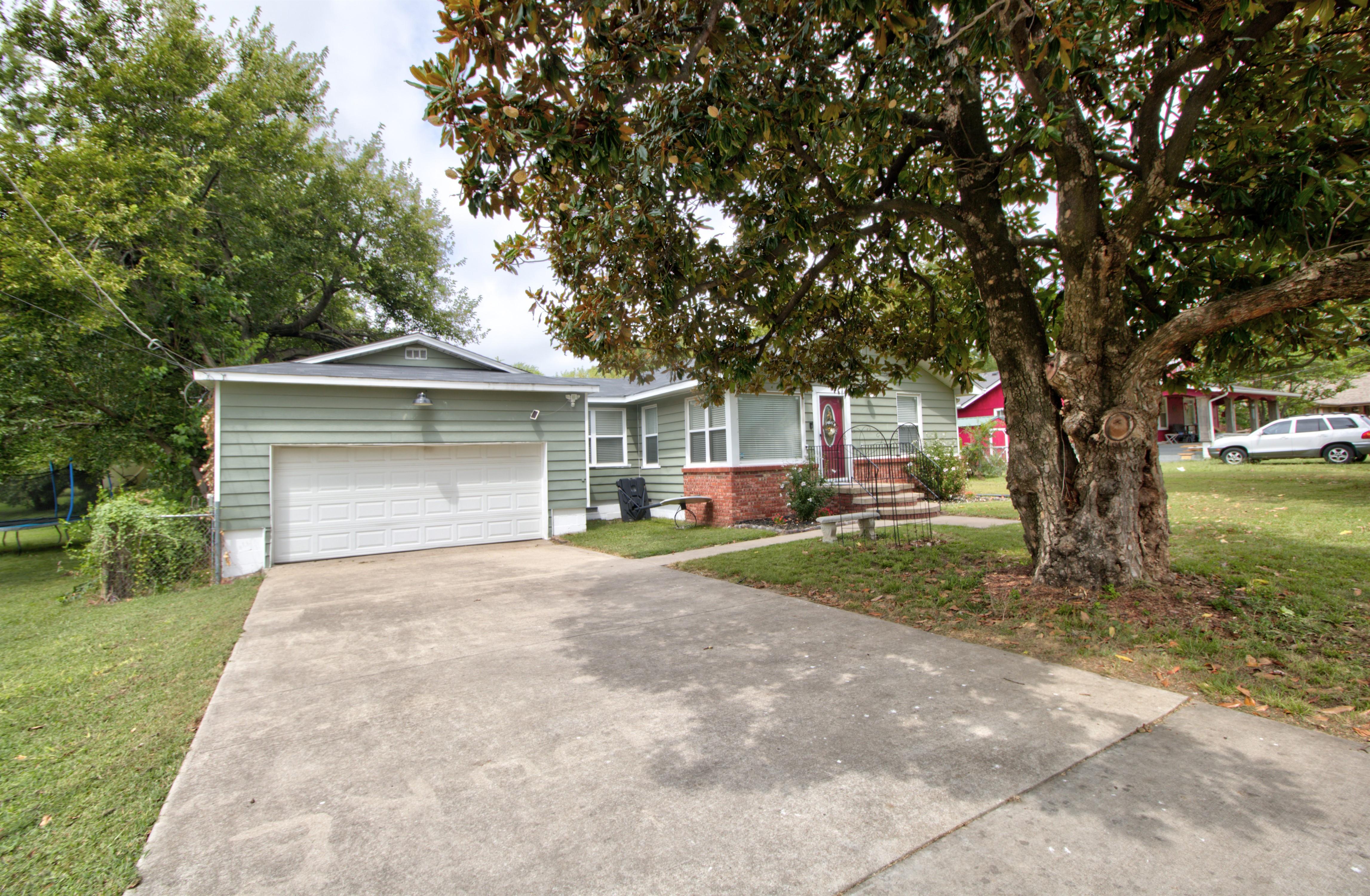 4724 S Santa Fe Avenue Property Photo 3