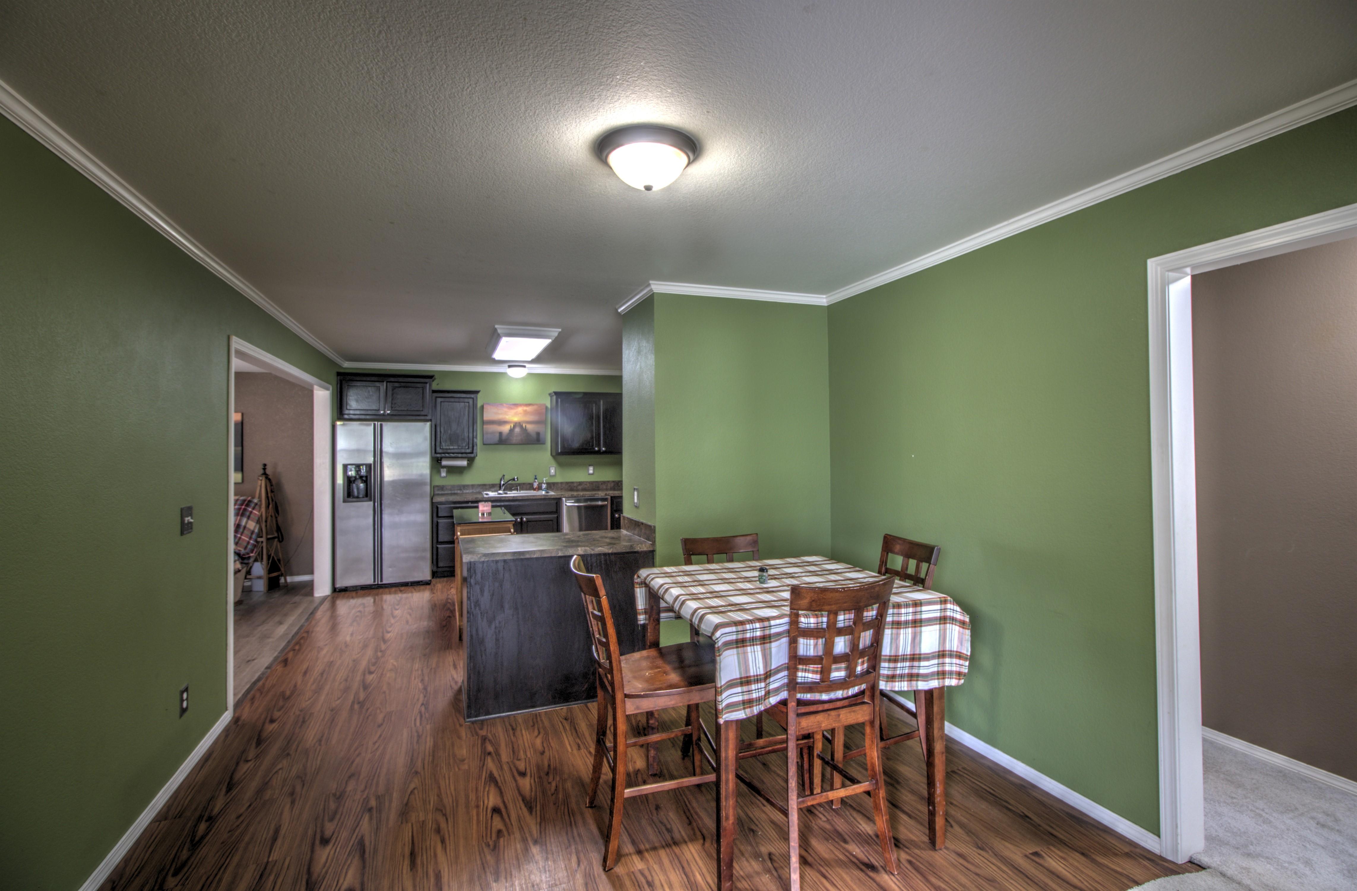 4724 S Santa Fe Avenue Property Photo 7