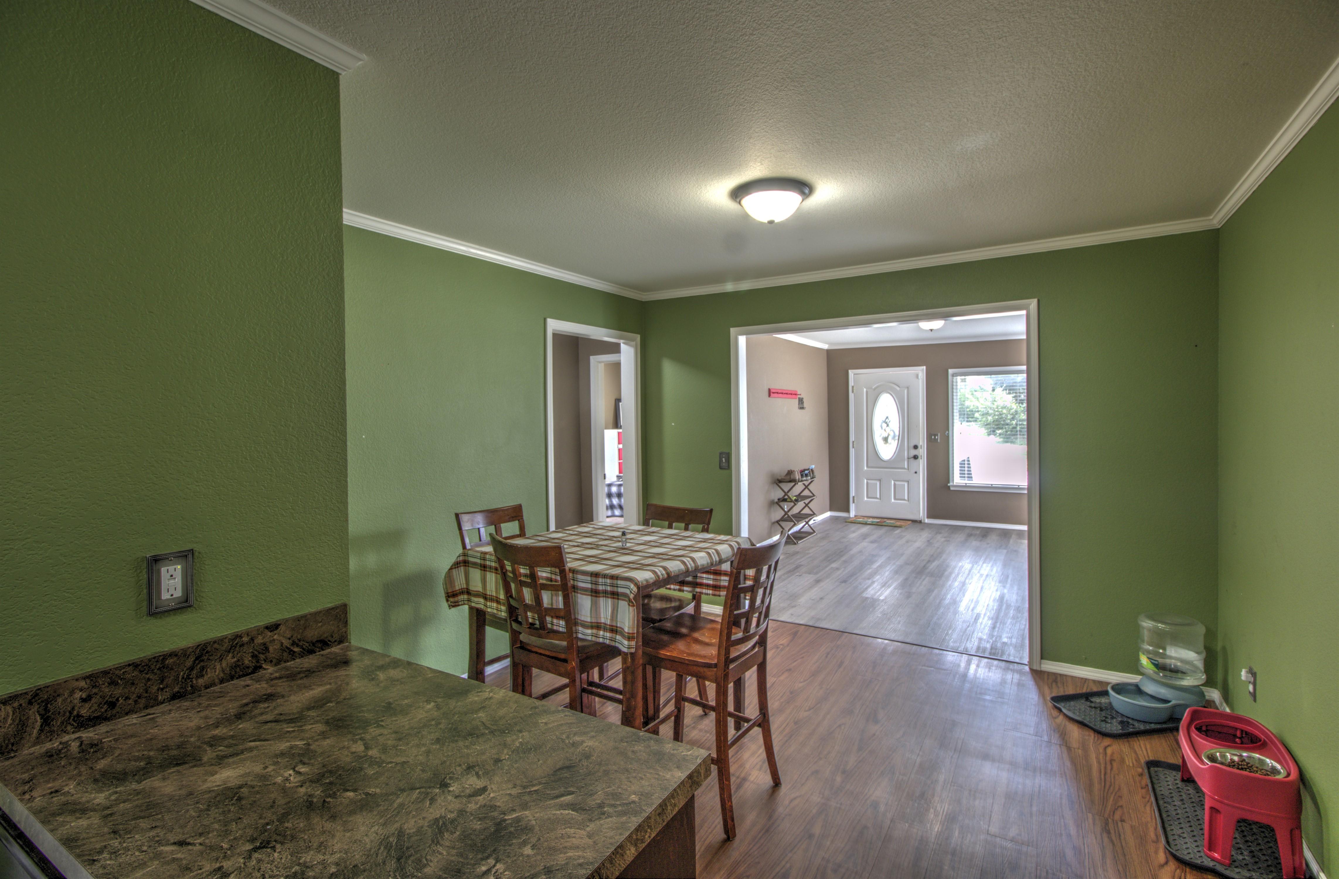 4724 S Santa Fe Avenue Property Photo 8