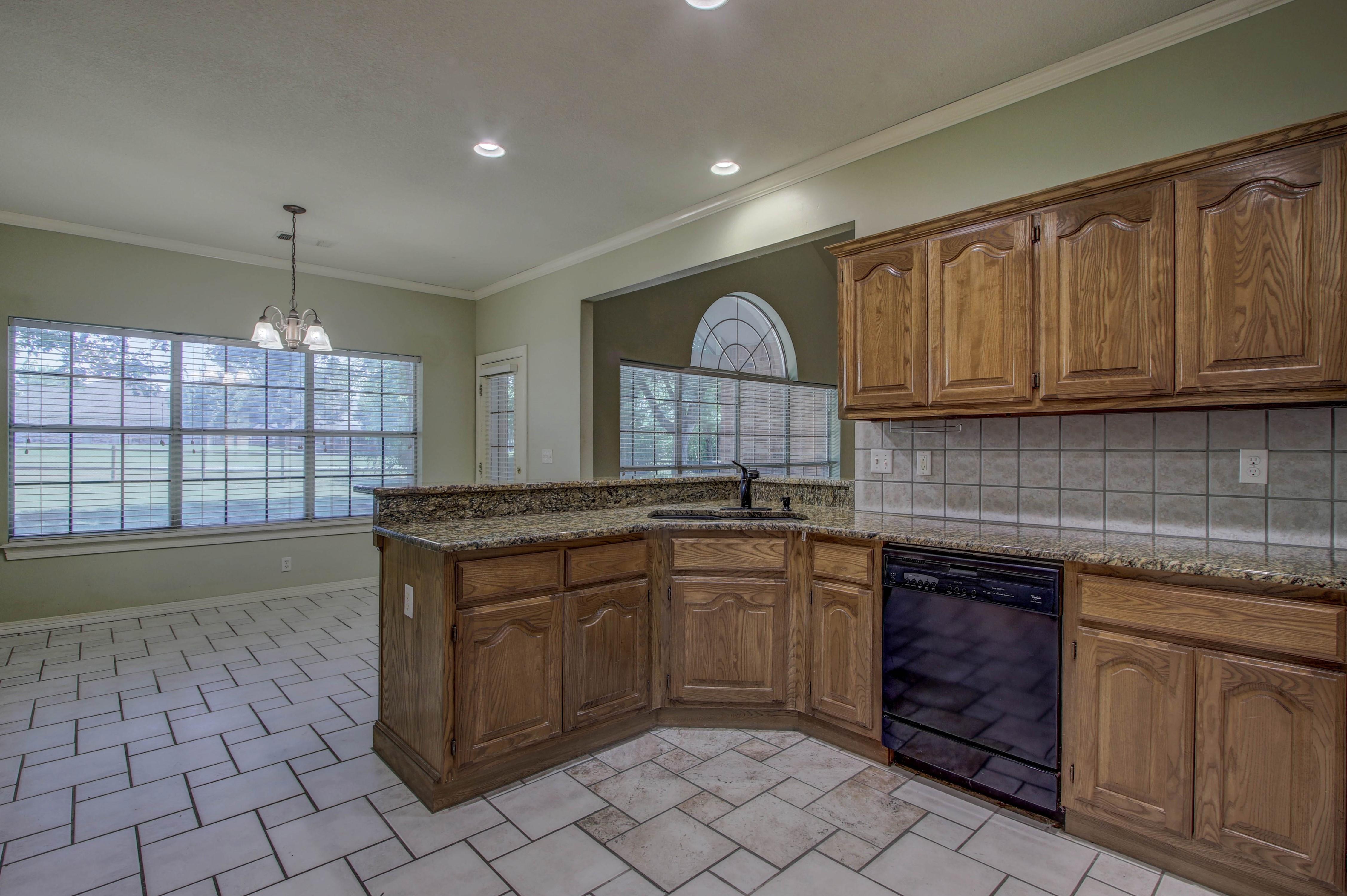 9123 N 102nd East Avenue Property Photo 10
