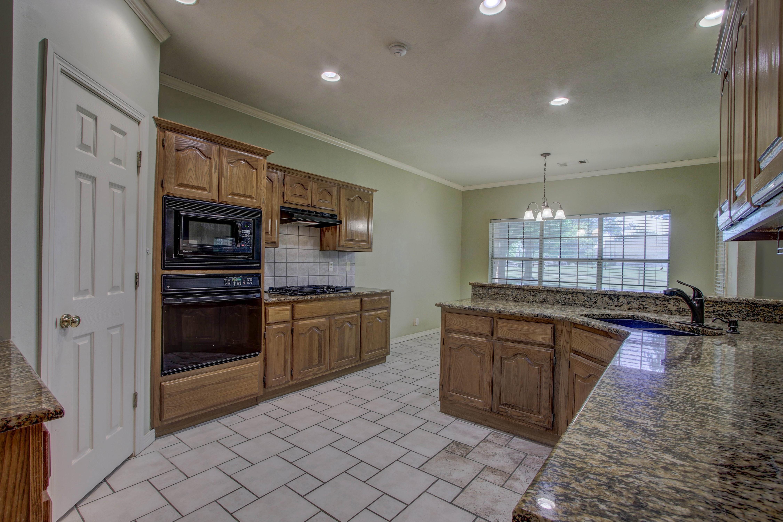 9123 N 102nd East Avenue Property Photo 11