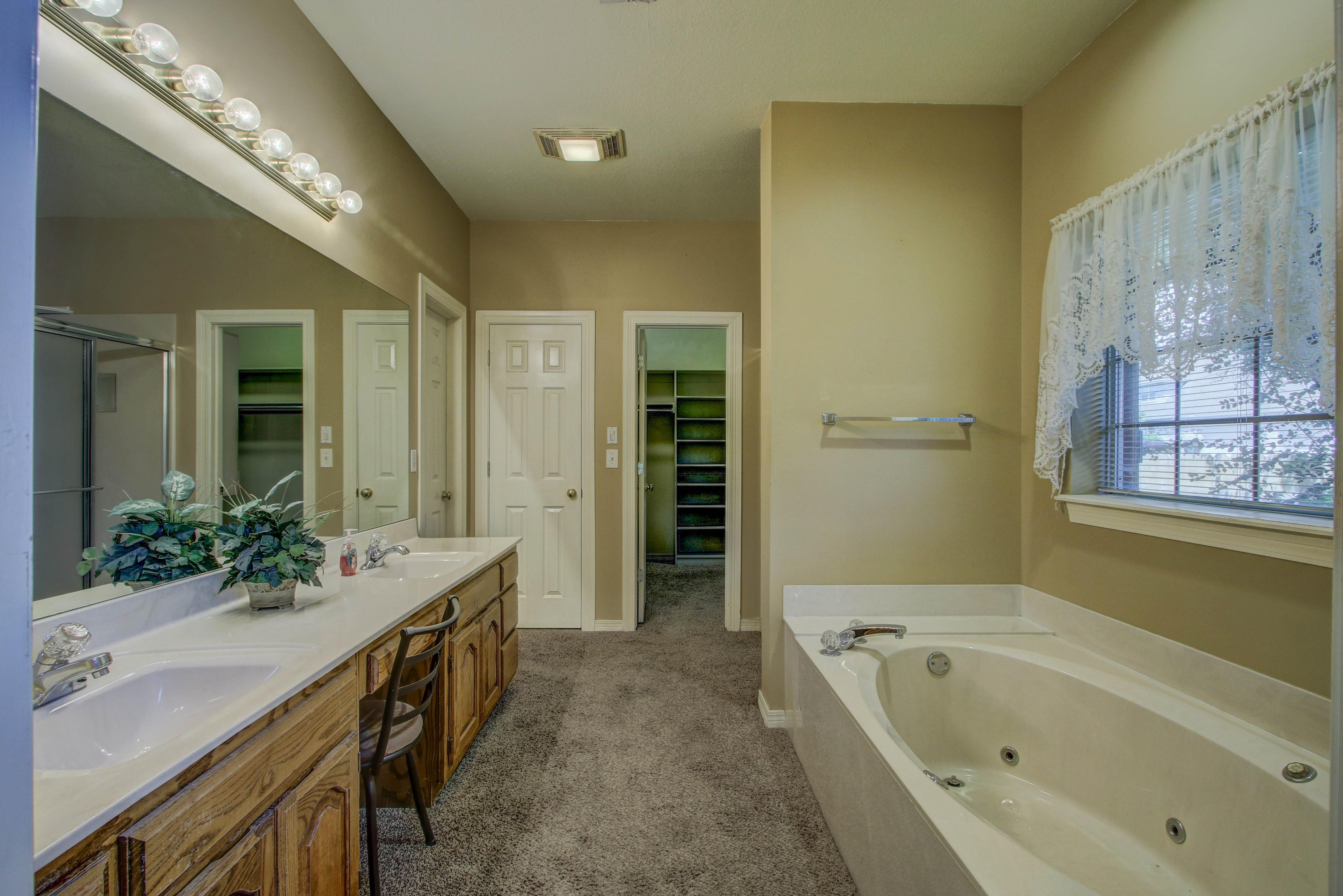 9123 N 102nd East Avenue Property Photo 15