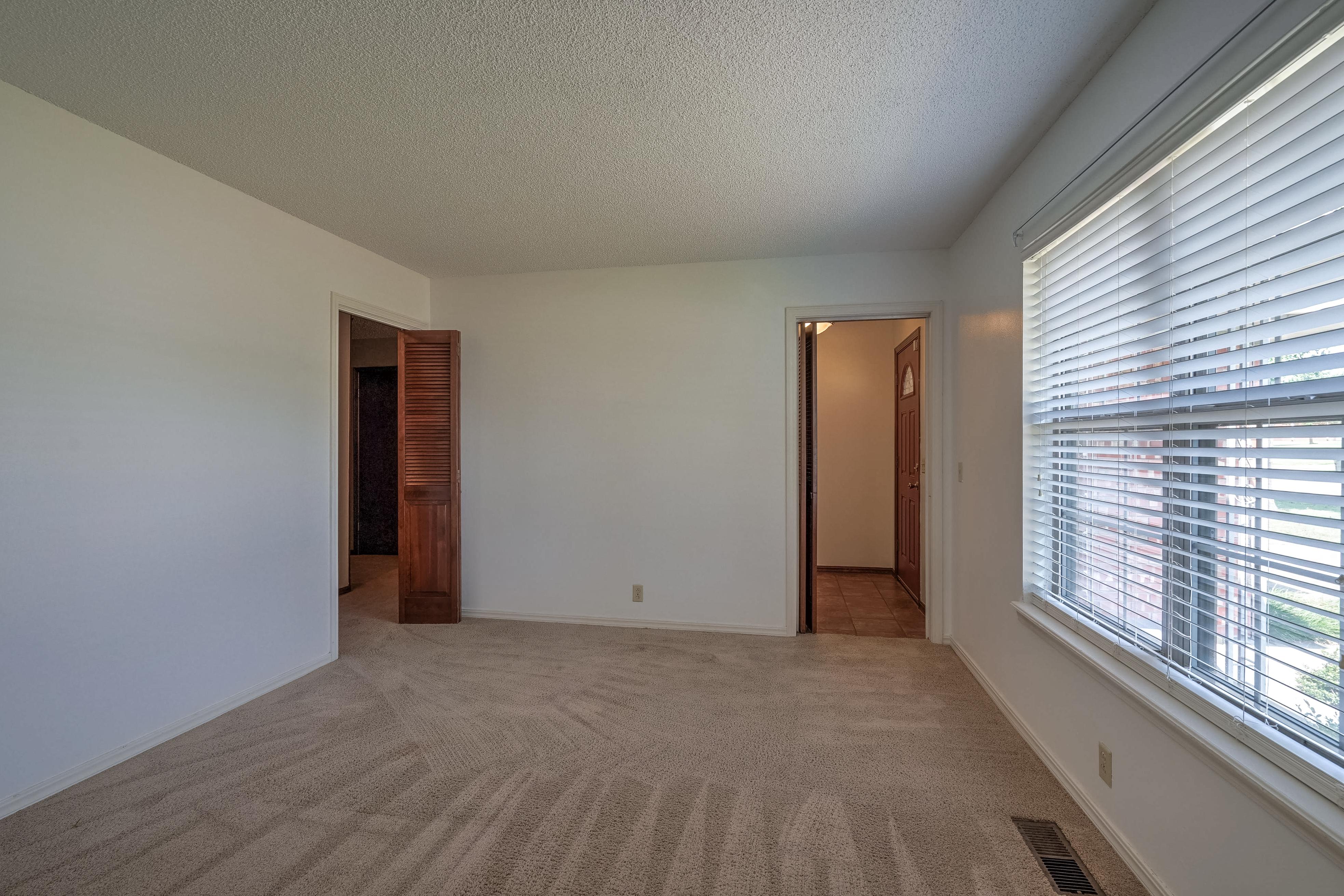 1028 E Hastain Avenue Property Photo 14