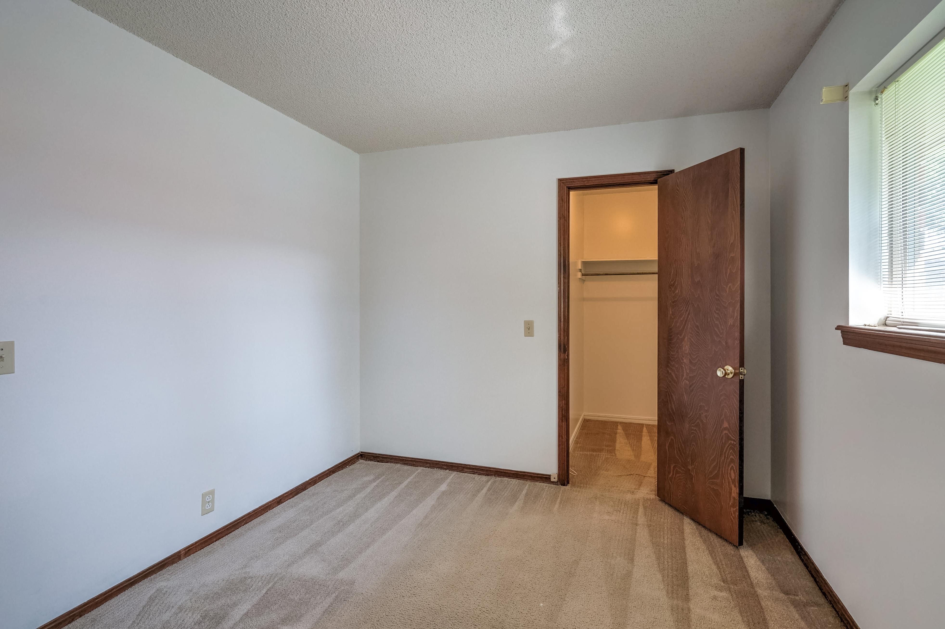 1028 E Hastain Avenue Property Photo 22