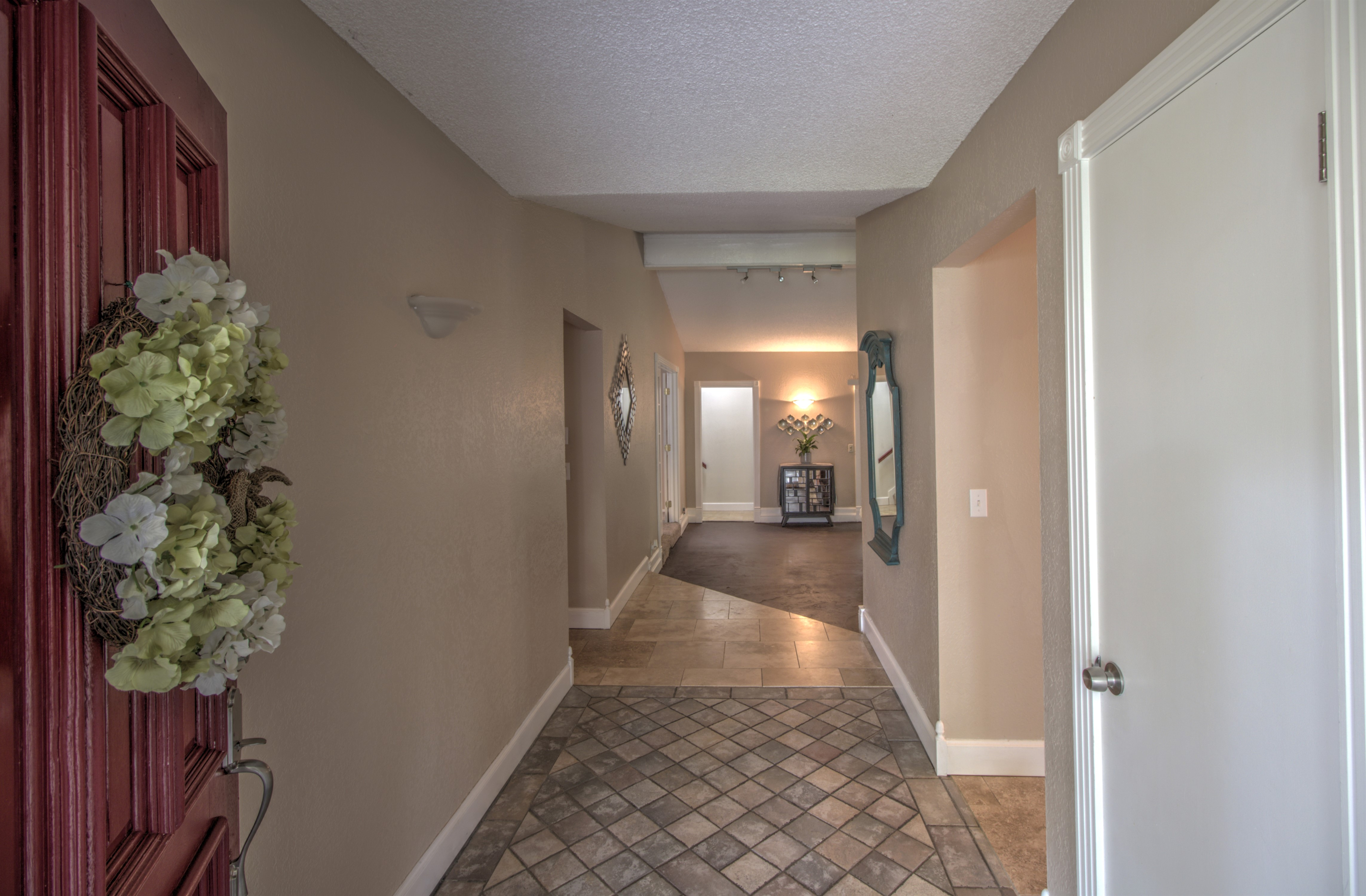 8232 S College Place Property Photo 6