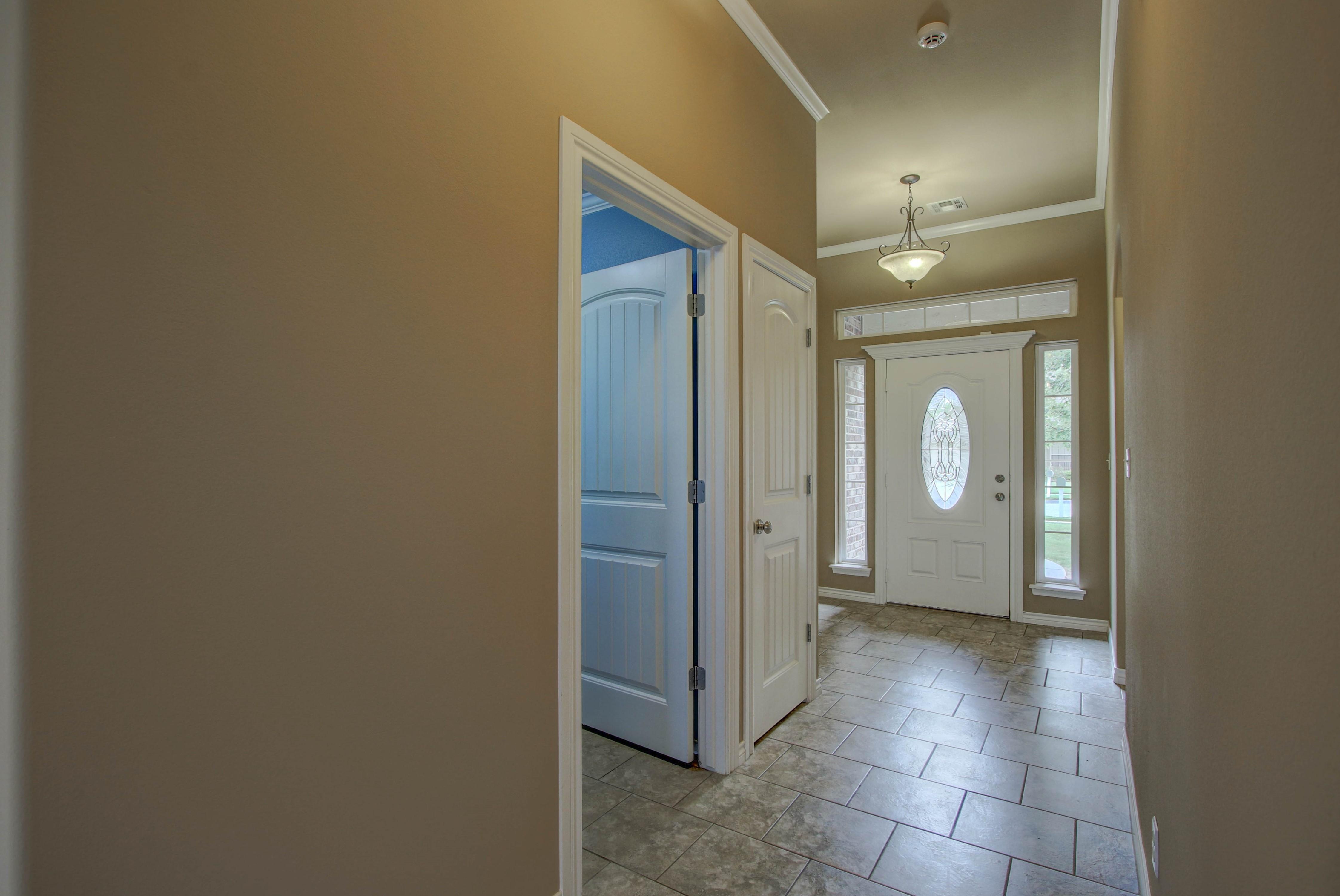 14516 S Poplar Street Property Photo 4