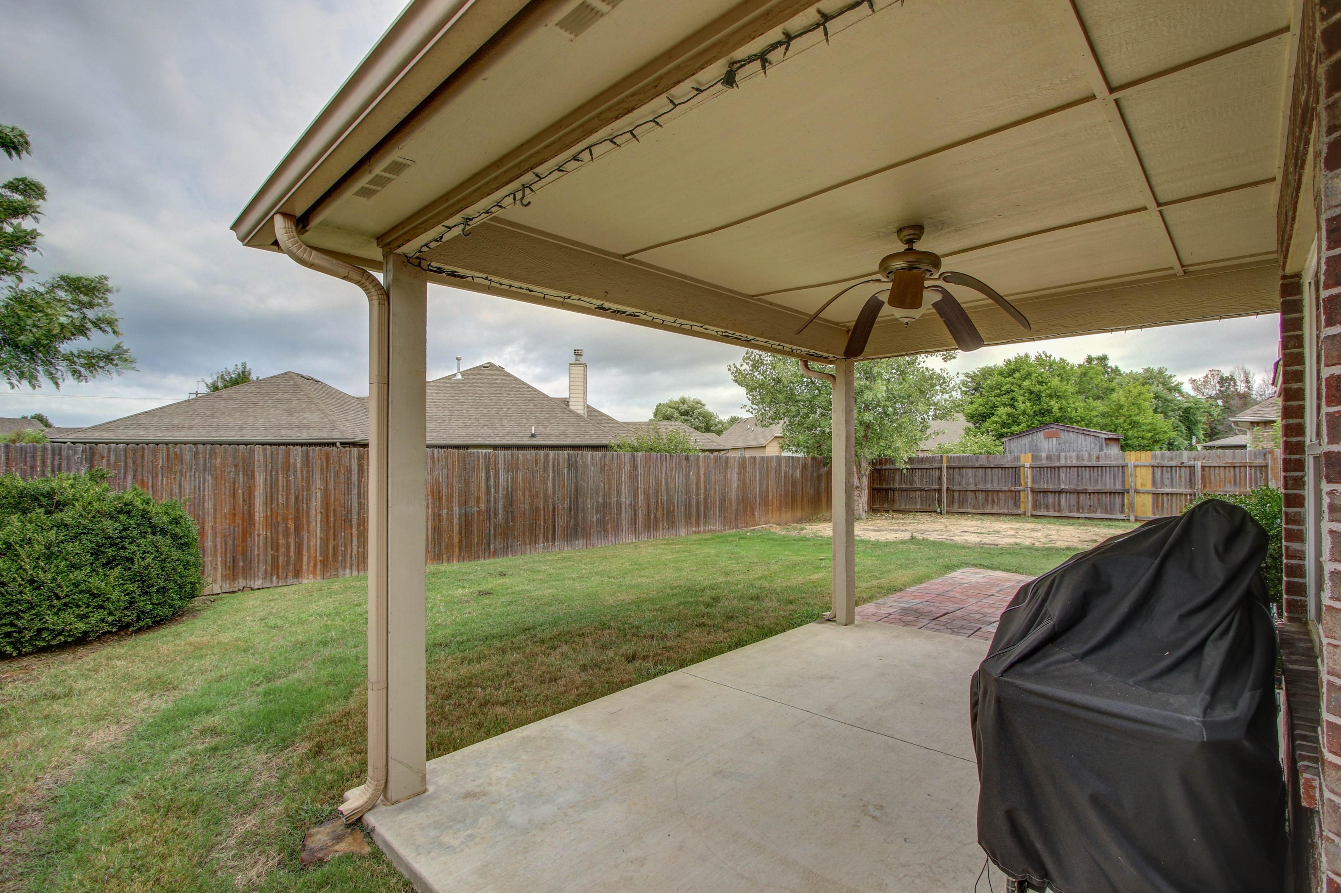 14516 S Poplar Street Property Photo 23
