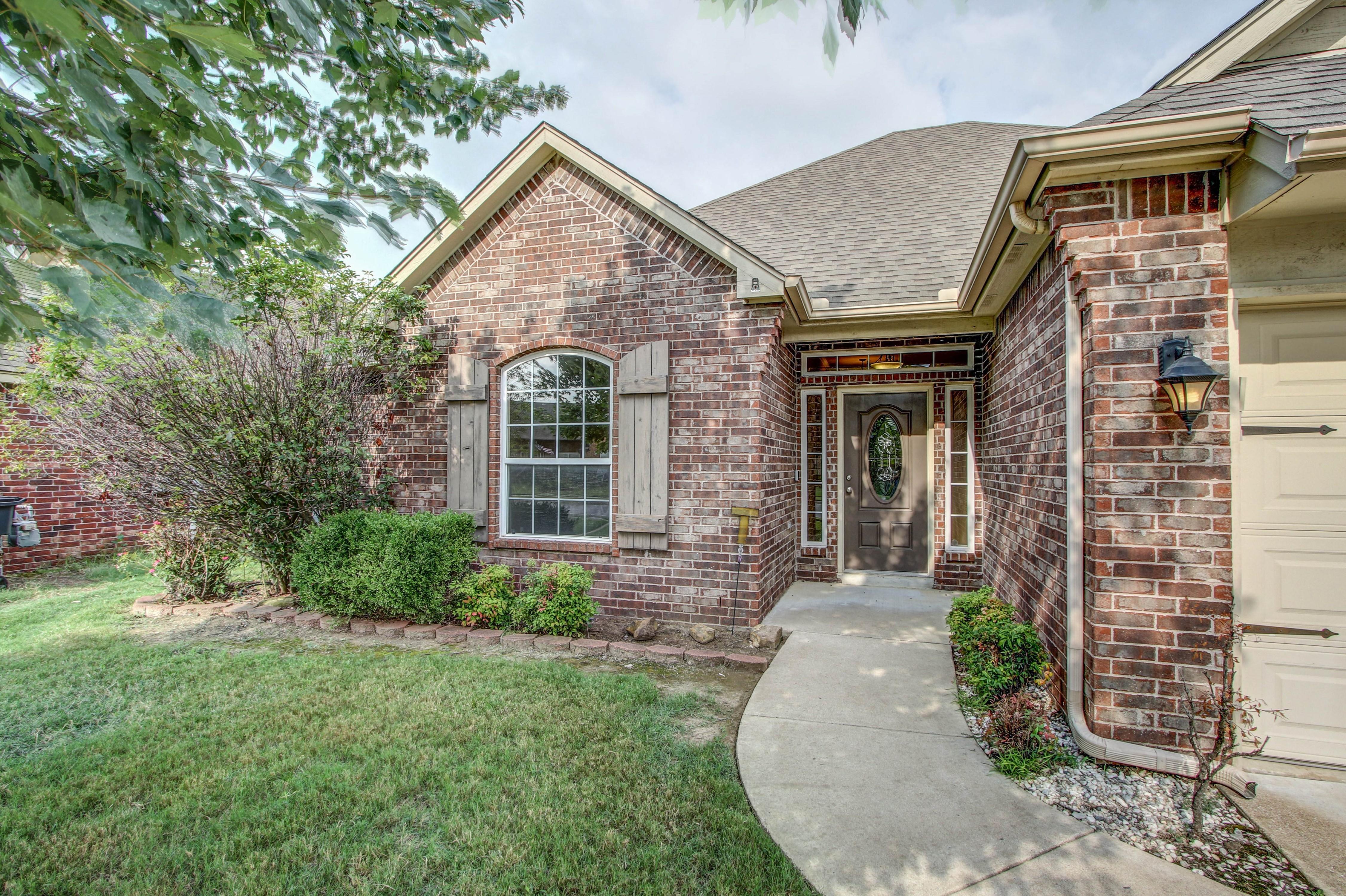 14516 S Poplar Street Property Photo 3