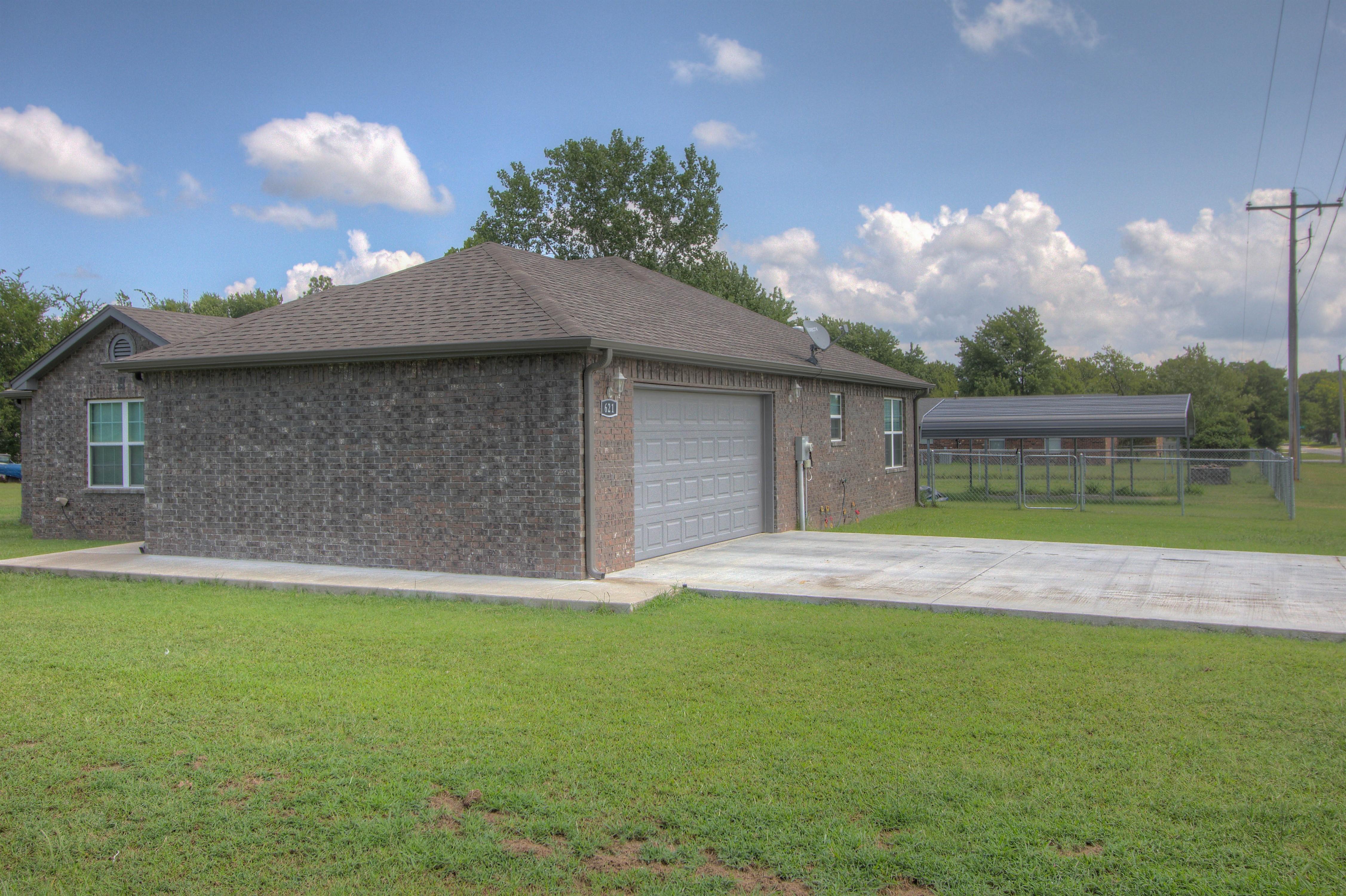 621 W Ash Street Property Photo 2