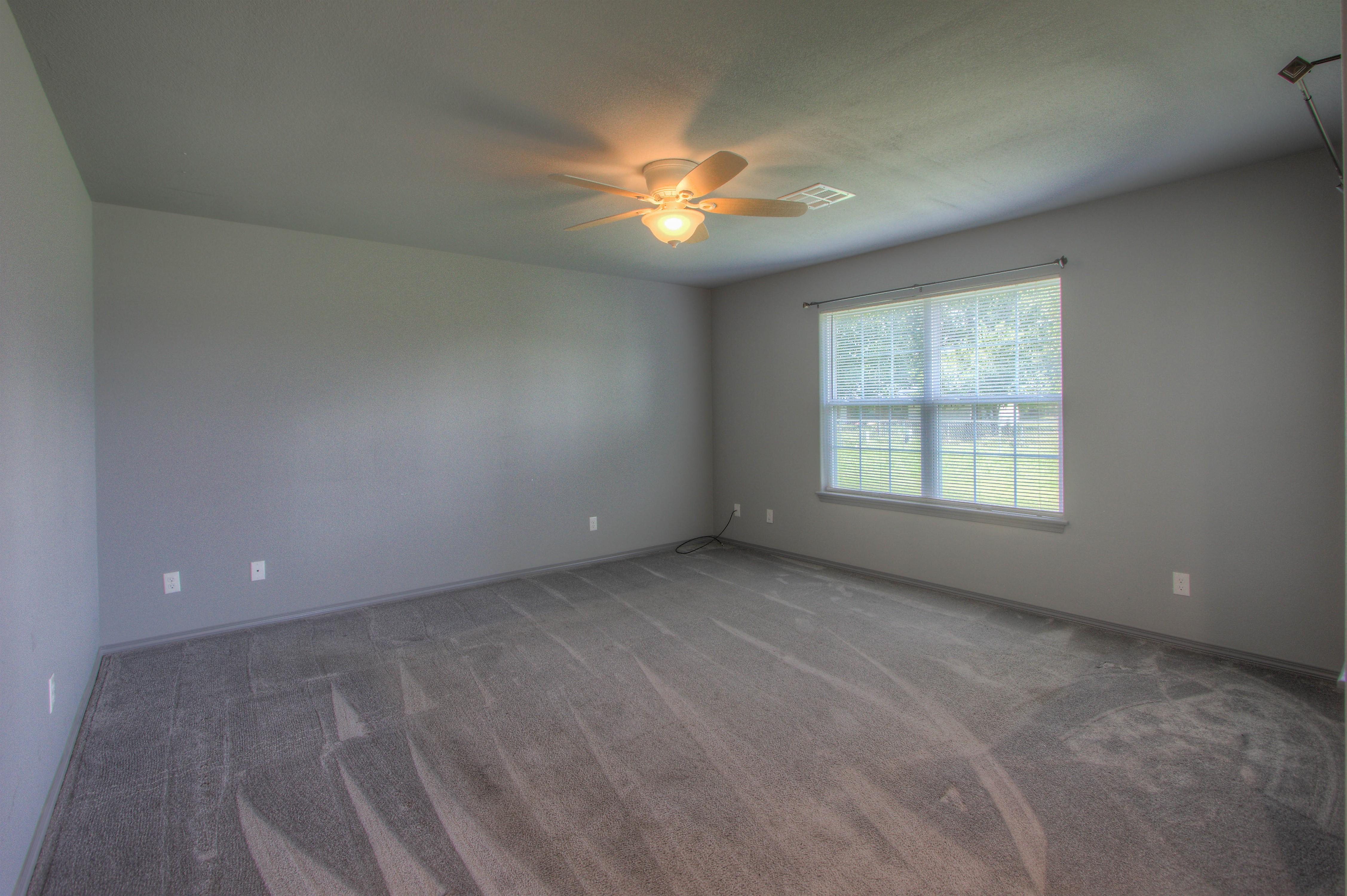 621 W Ash Street Property Photo 4