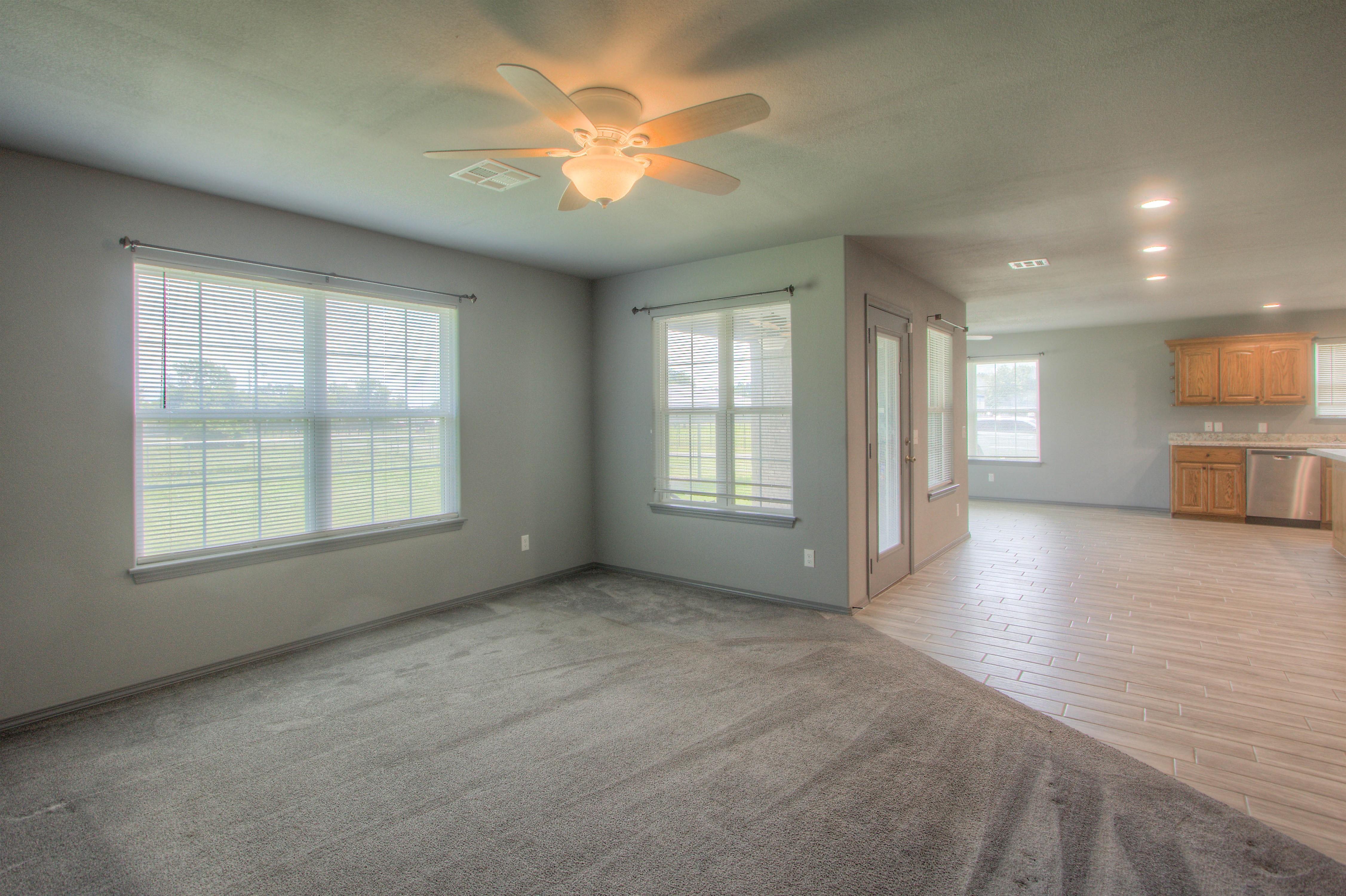621 W Ash Street Property Photo 5