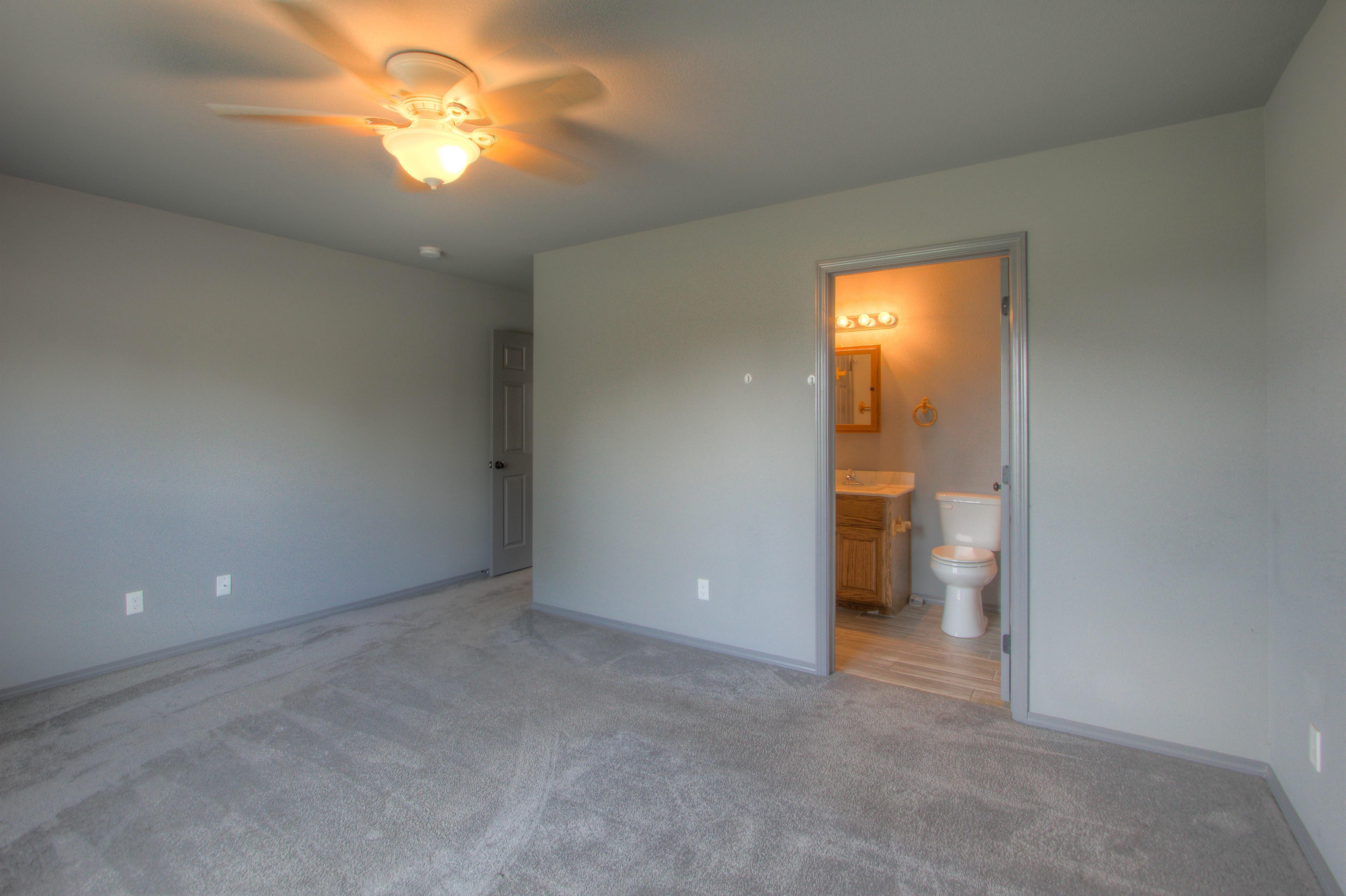 621 W Ash Street Property Photo 19