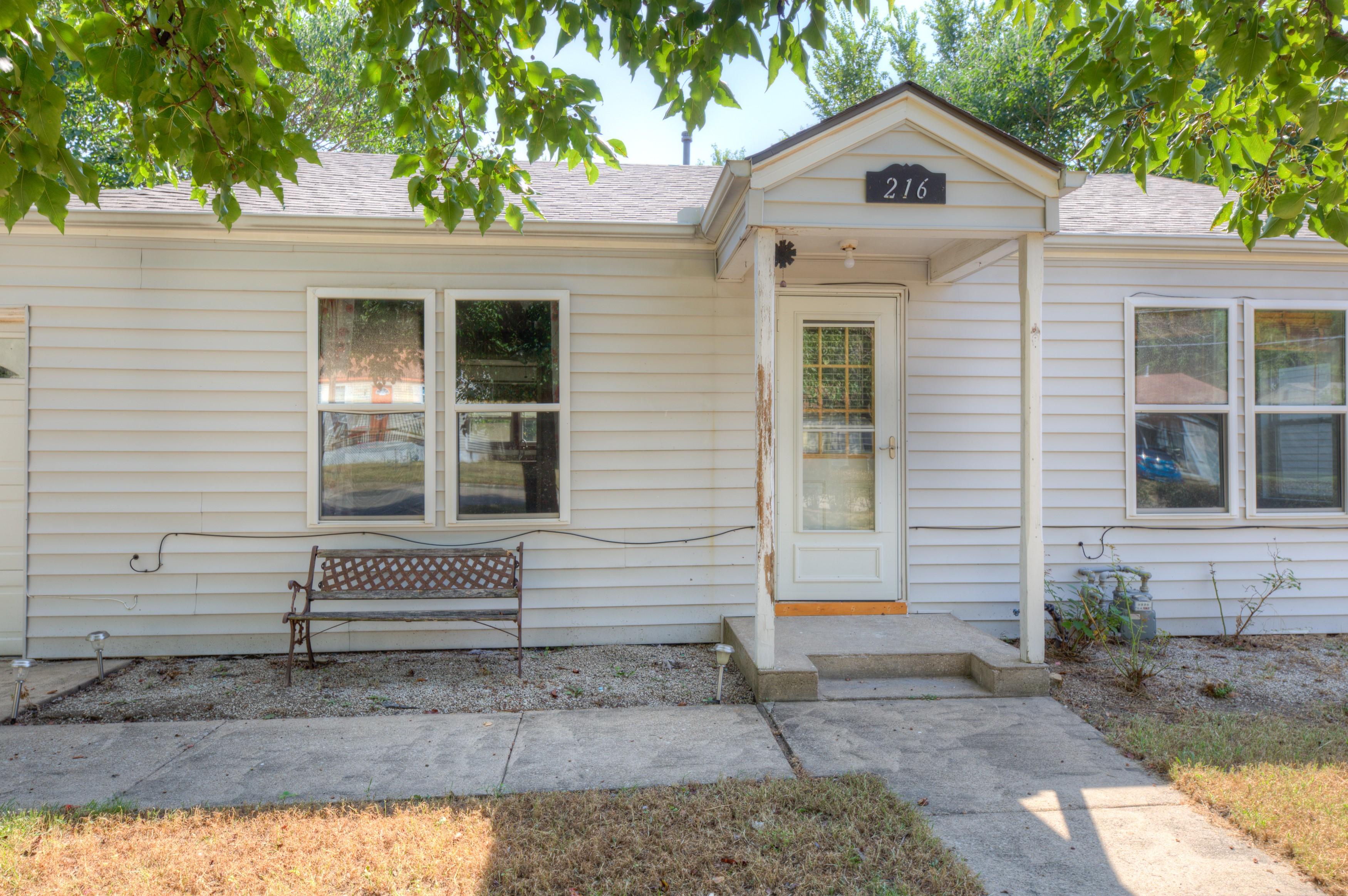 216 Se Waverly Avenue Property Photo 2