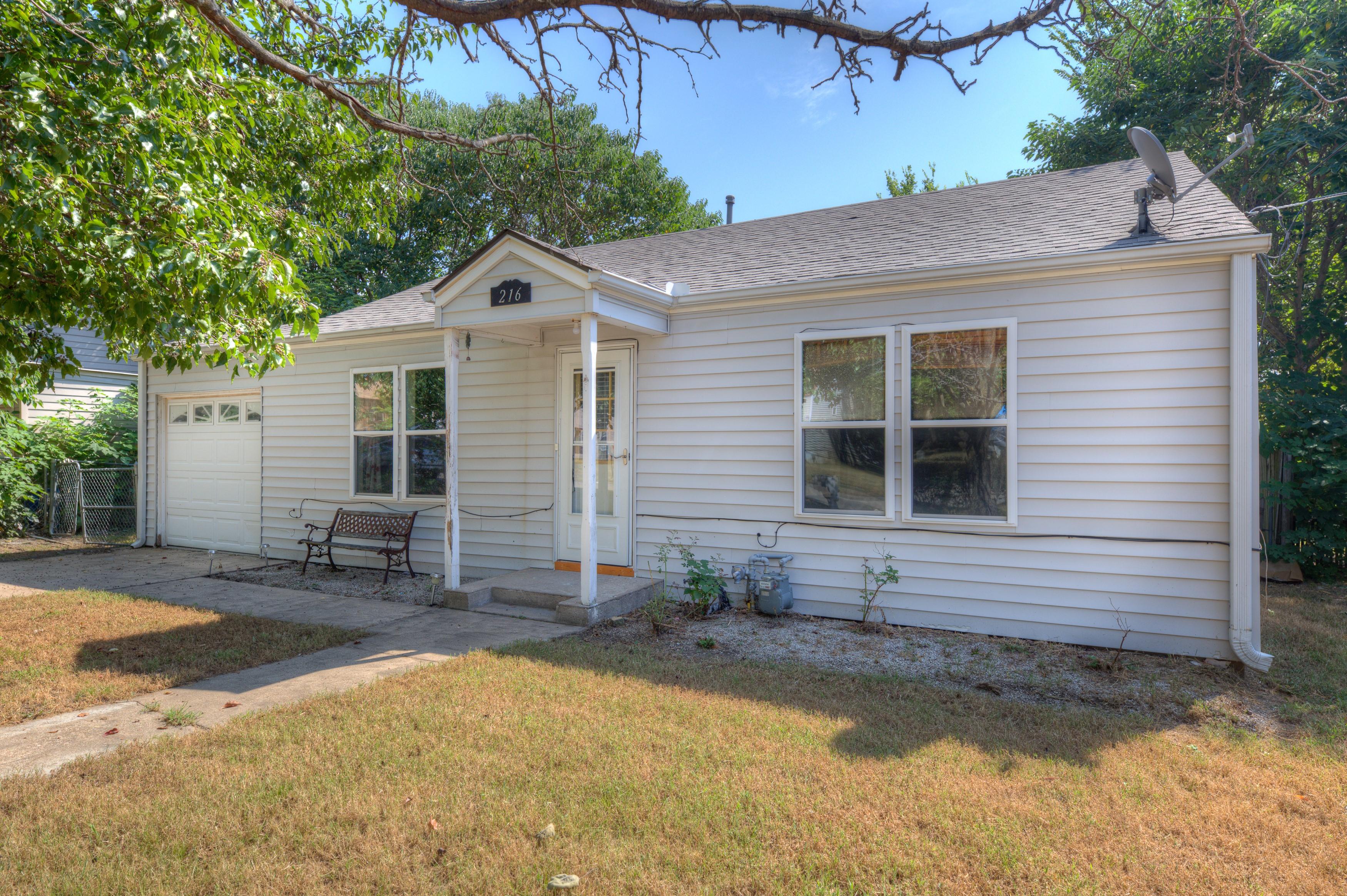 216 Se Waverly Avenue Property Photo 1