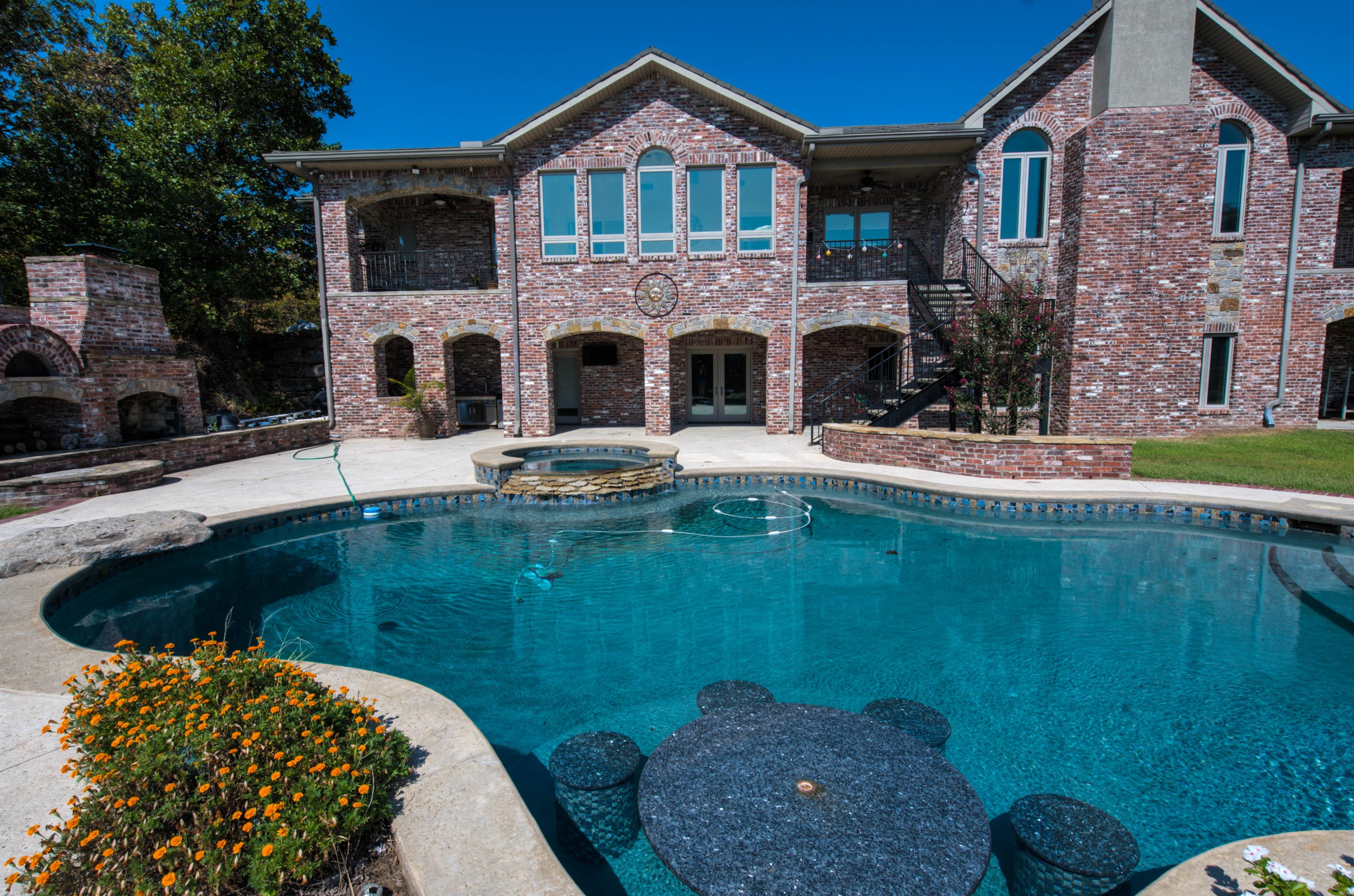 6918 W 183rd Street Property Photo 21