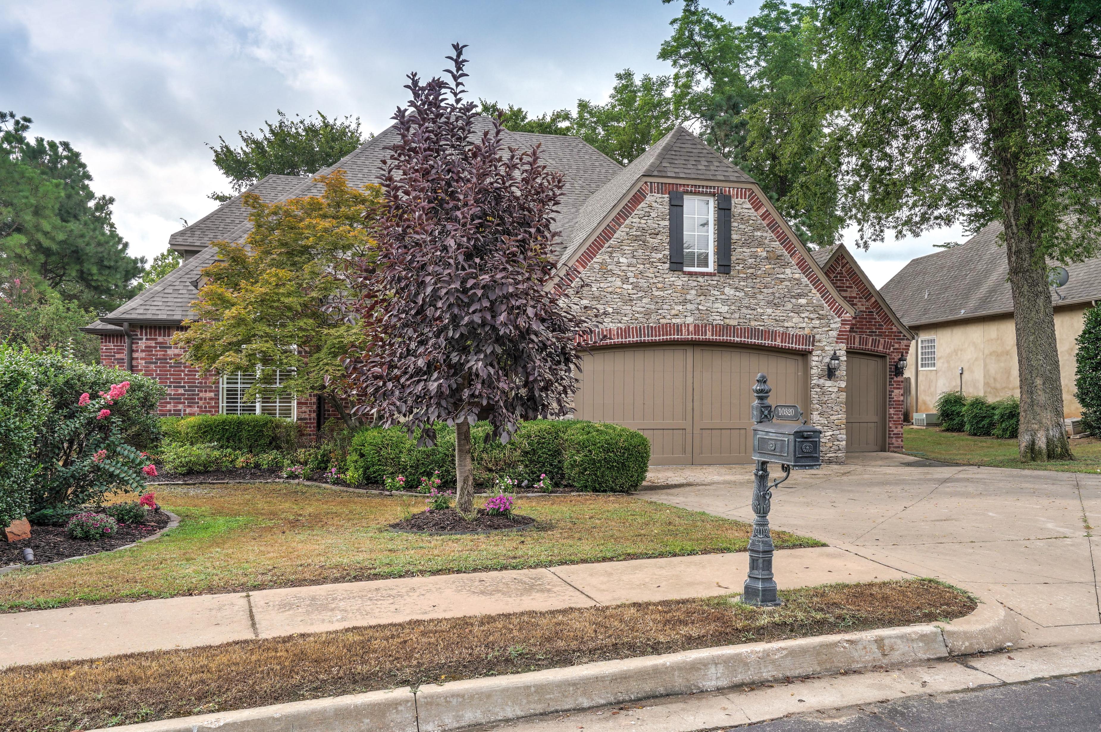 10320 S 92nd East Avenue Property Photo 2