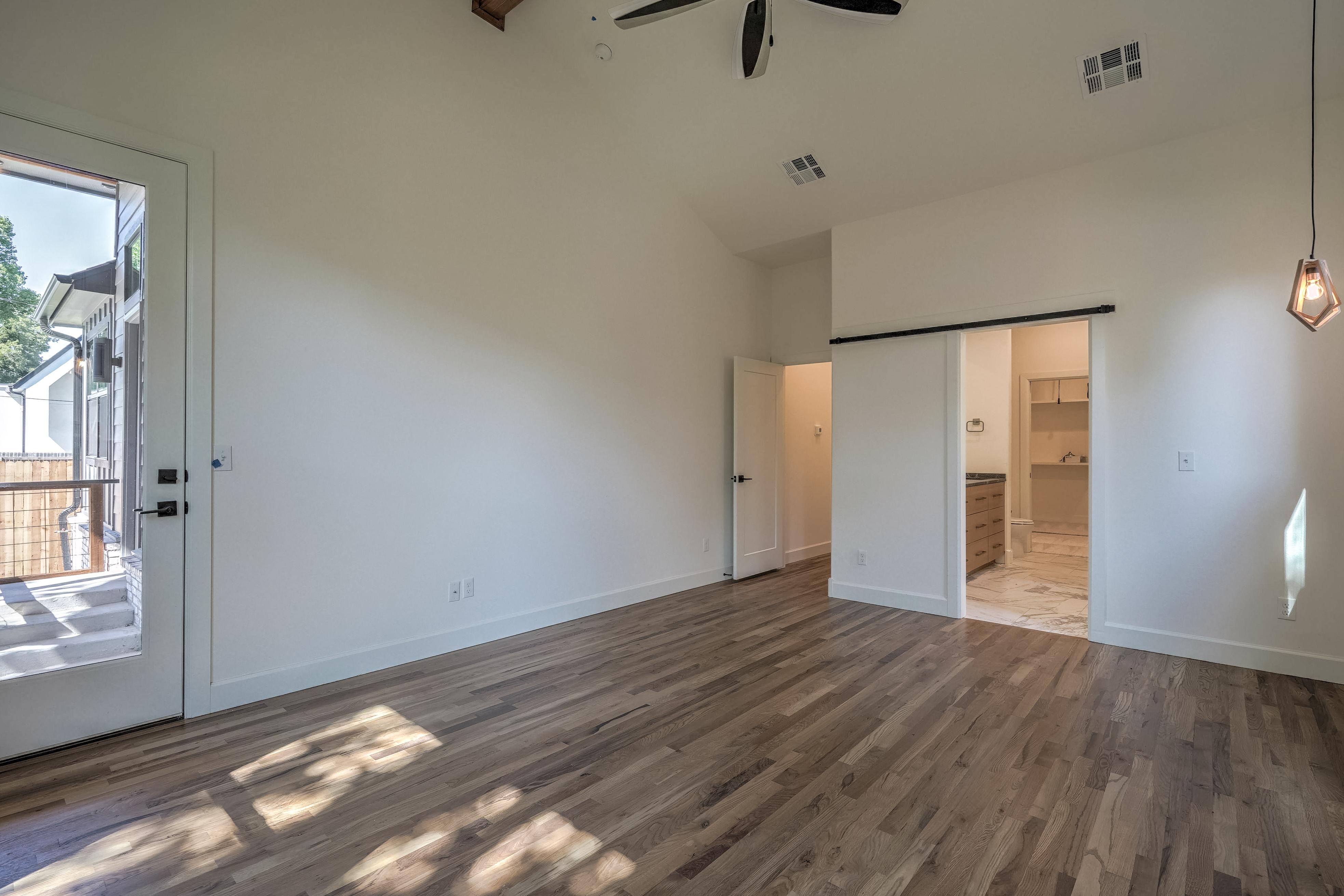 1016 E 37th Street Property Photo 19