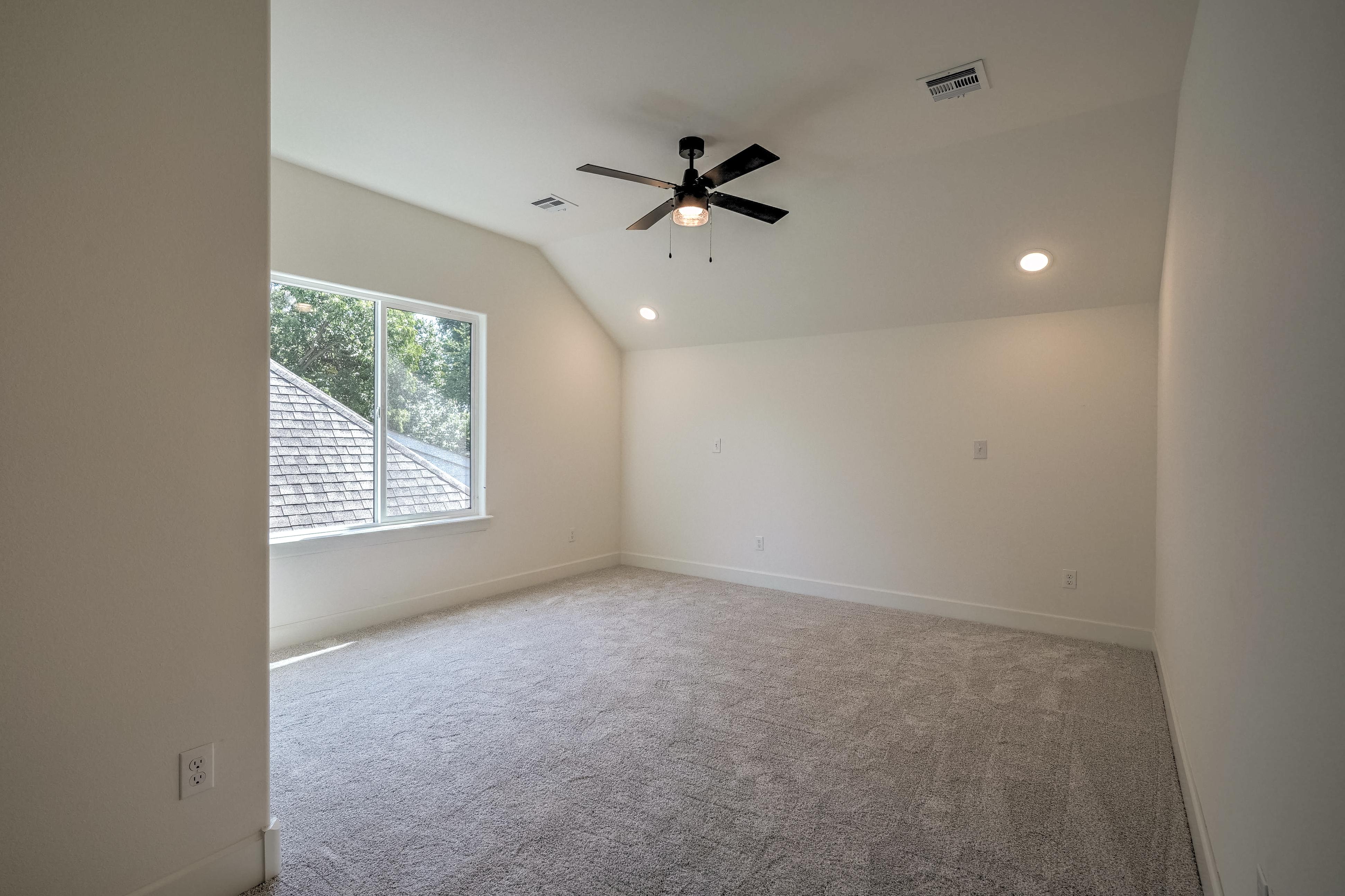 1016 E 37th Street Property Photo 28
