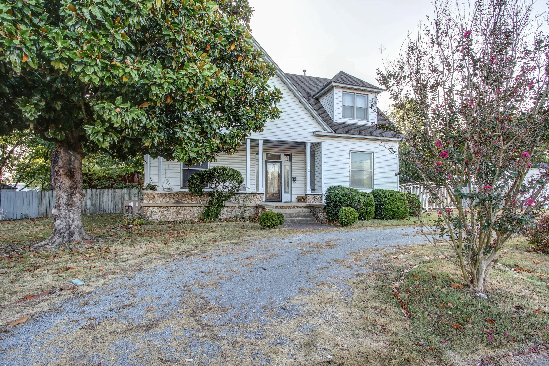 320 W Oak Avenue Property Photo 3