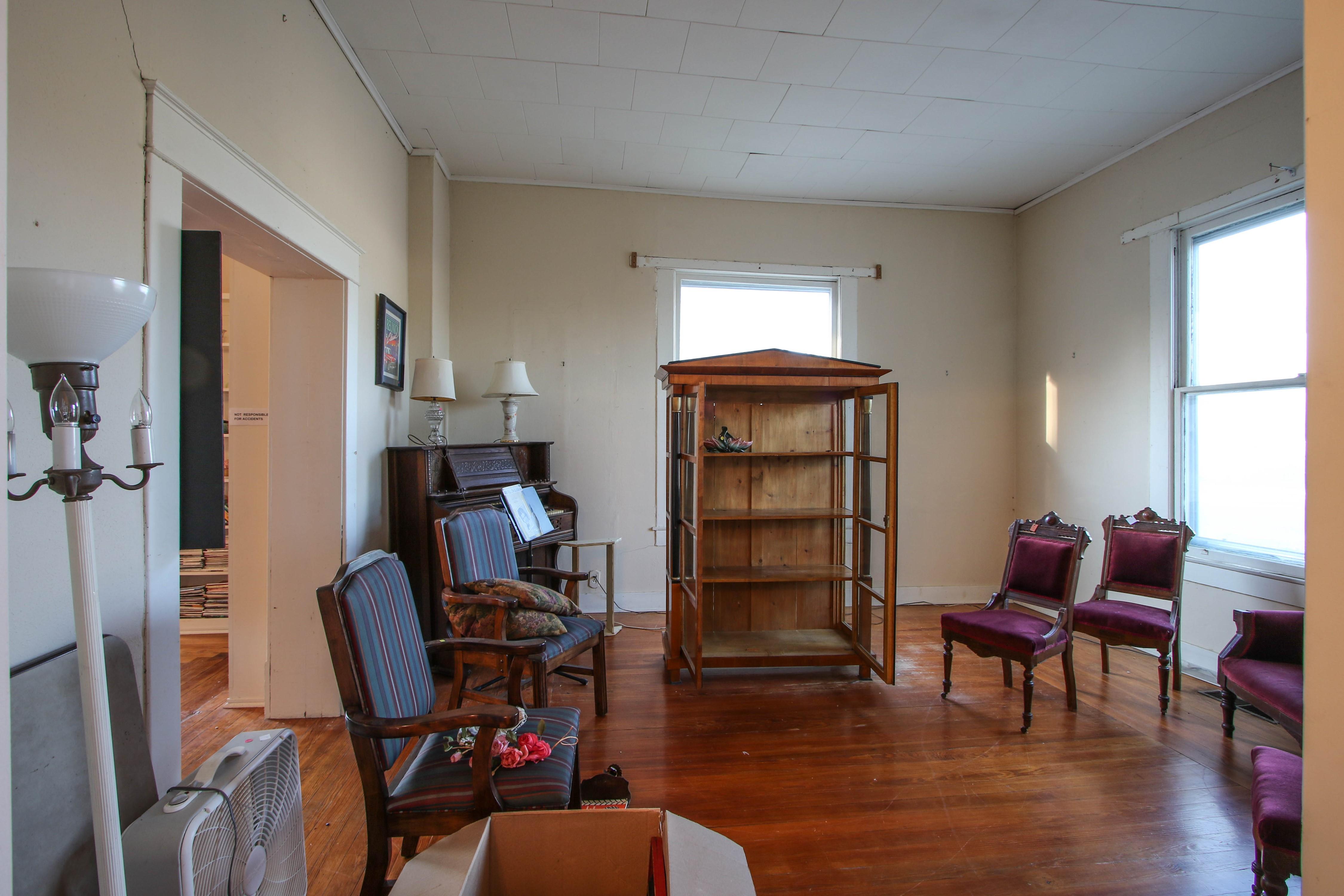 320 W Oak Avenue Property Photo 8