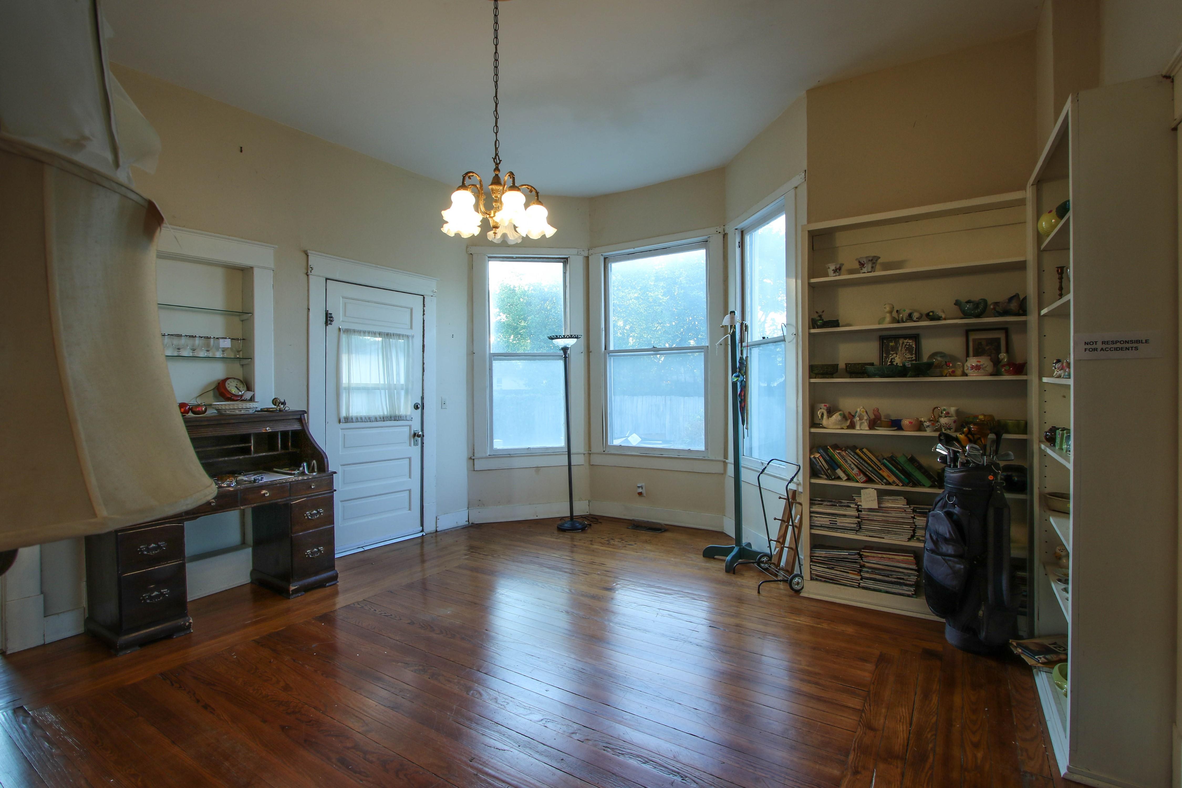 320 W Oak Avenue Property Photo 9