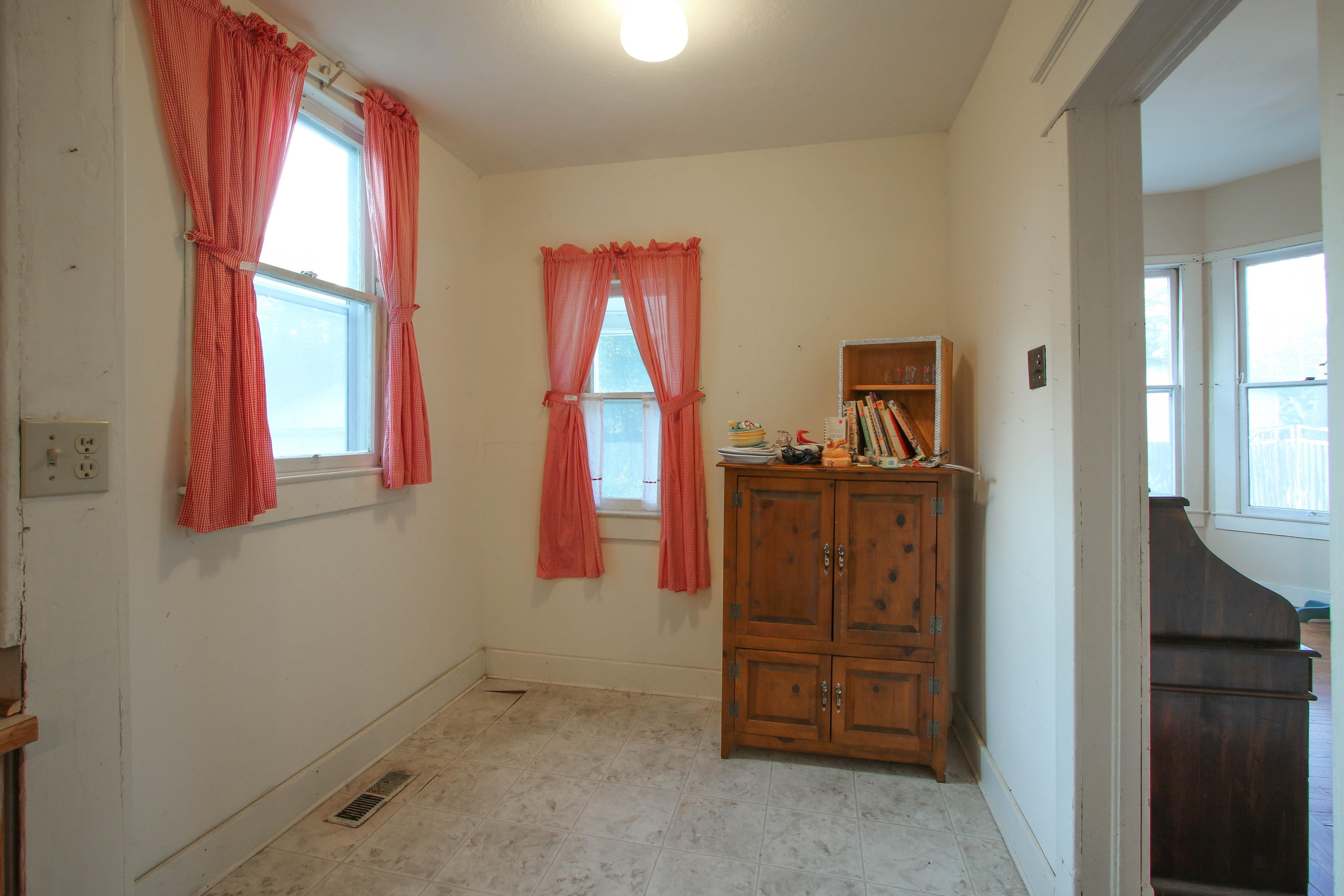 320 W Oak Avenue Property Photo 10