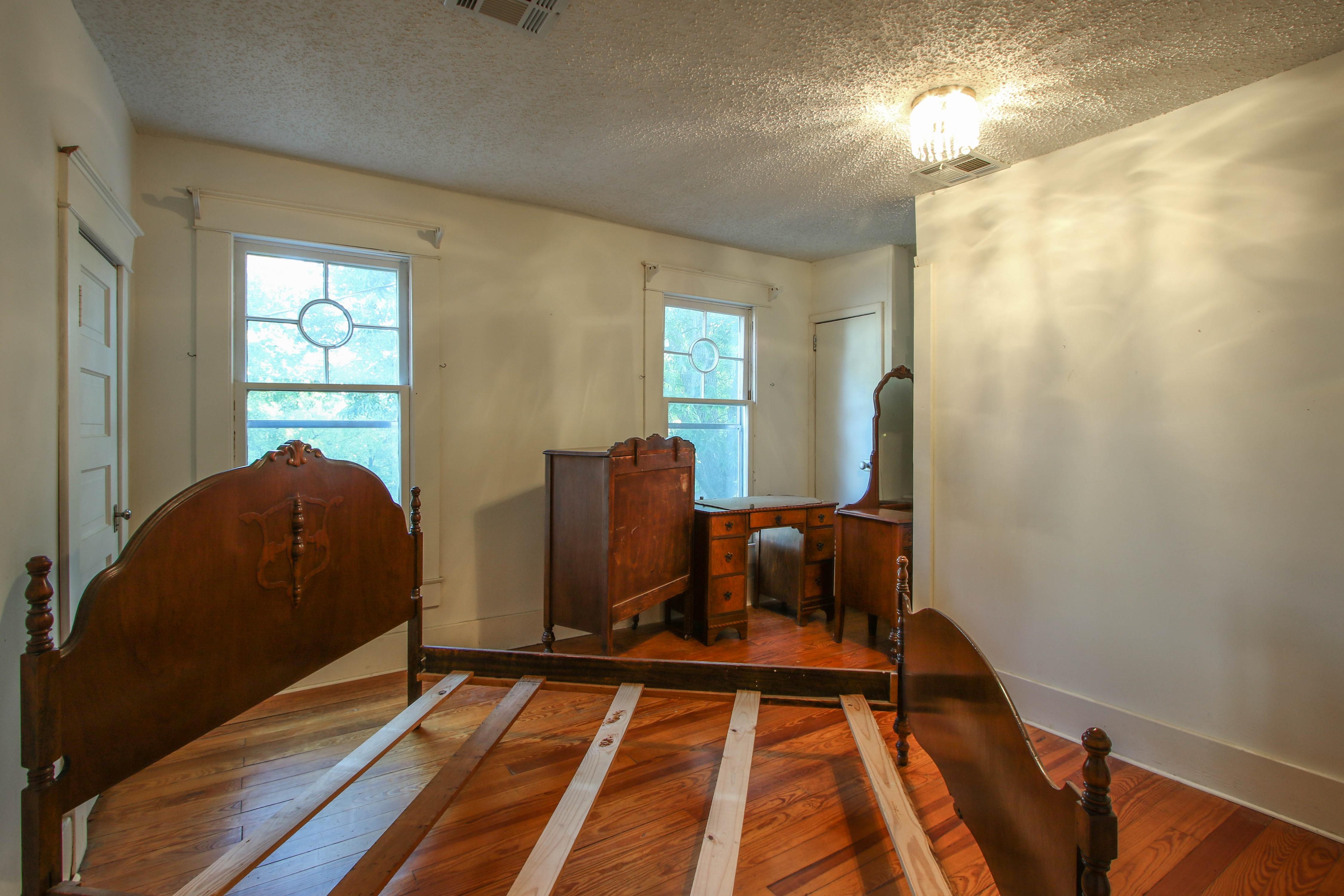 320 W Oak Avenue Property Photo 16