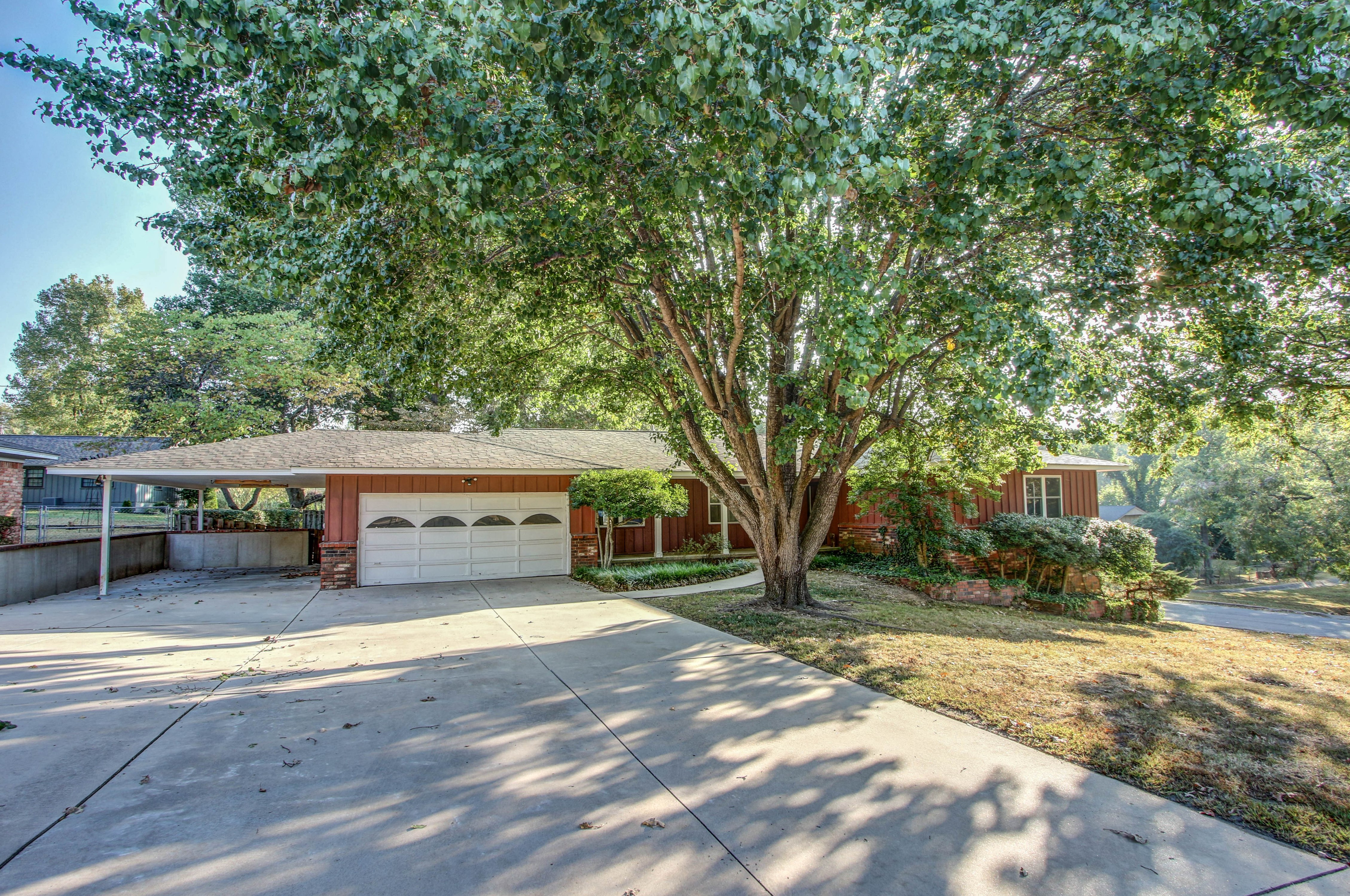 713 Brentwood Drive Property Photo 1