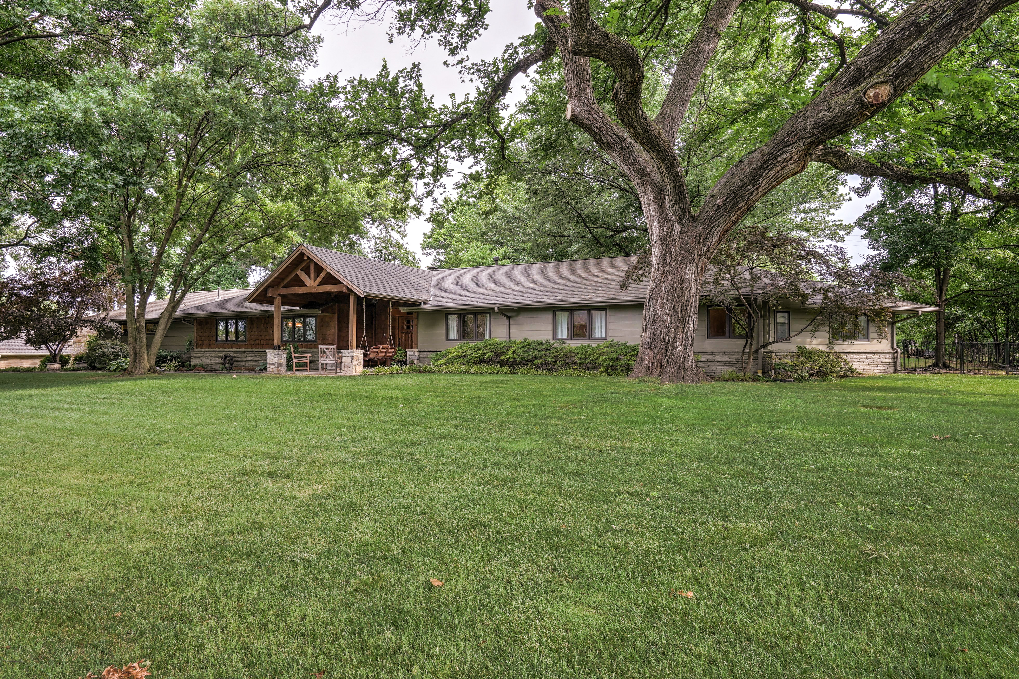 2431 E 46th Place Property Photo 2
