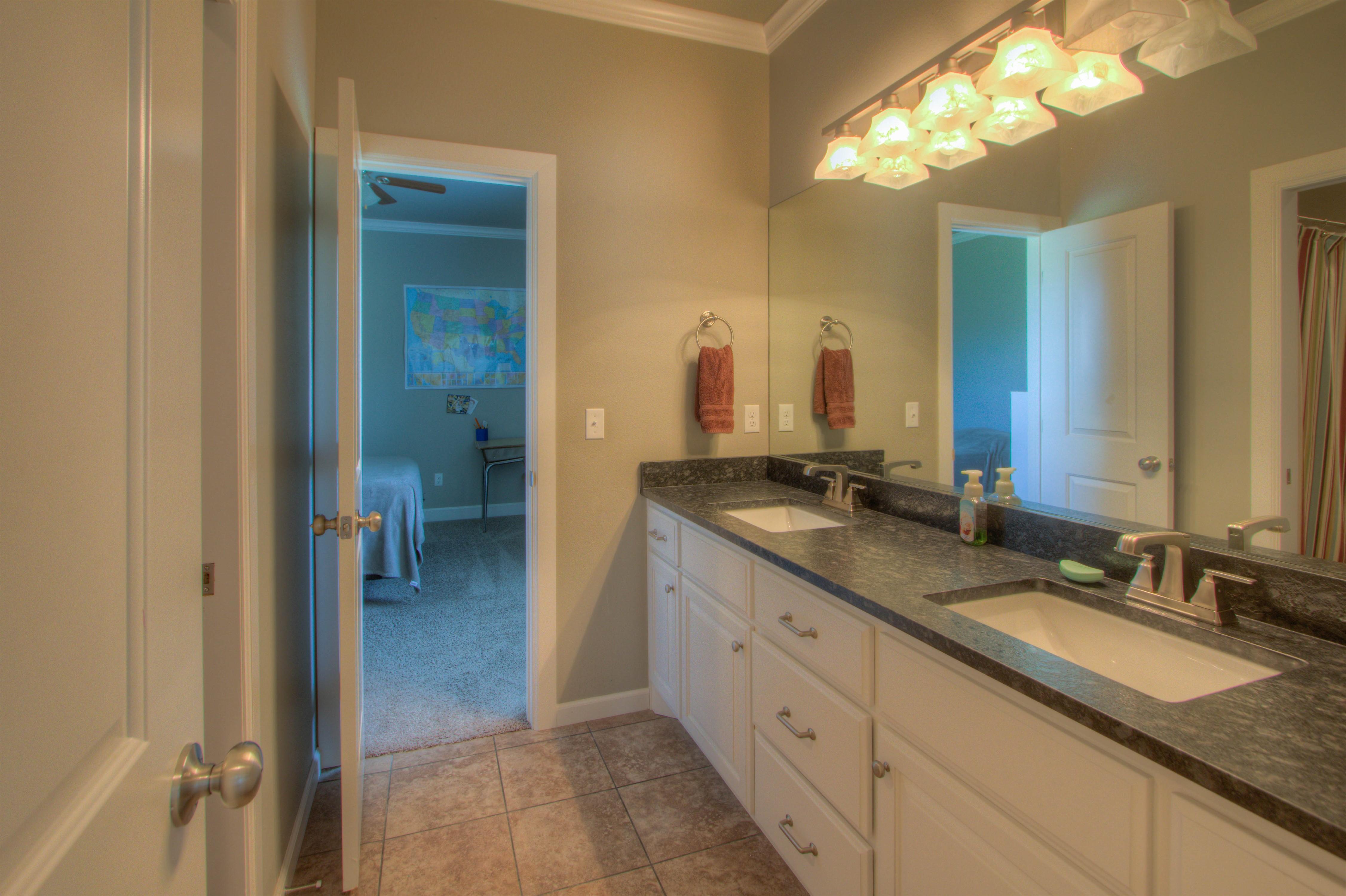 2619 E 161st Street Property Photo 27