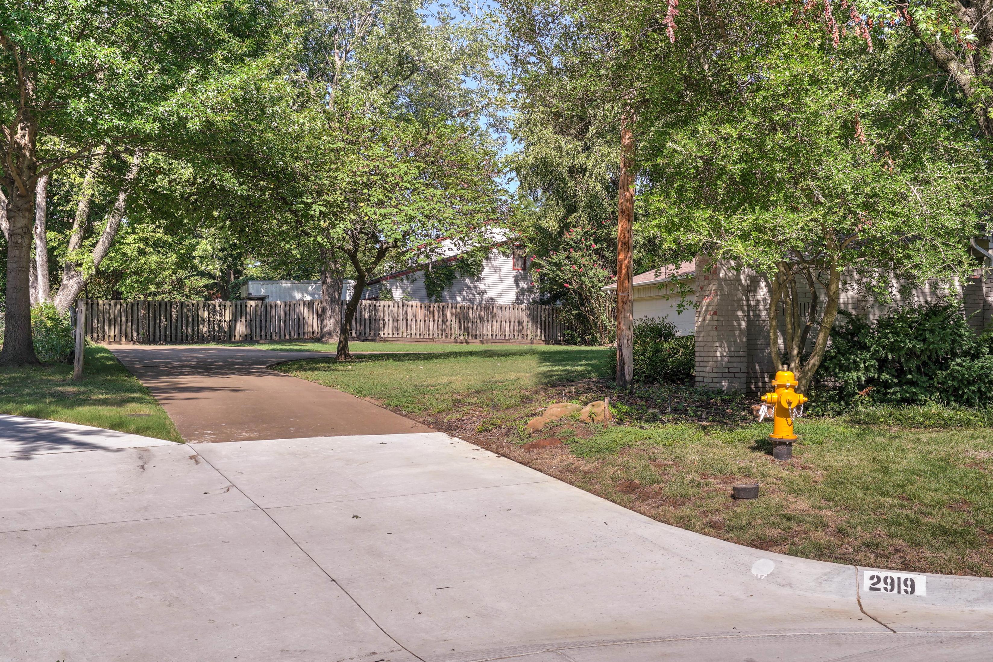 2919 E 46th Street Property Photo 5