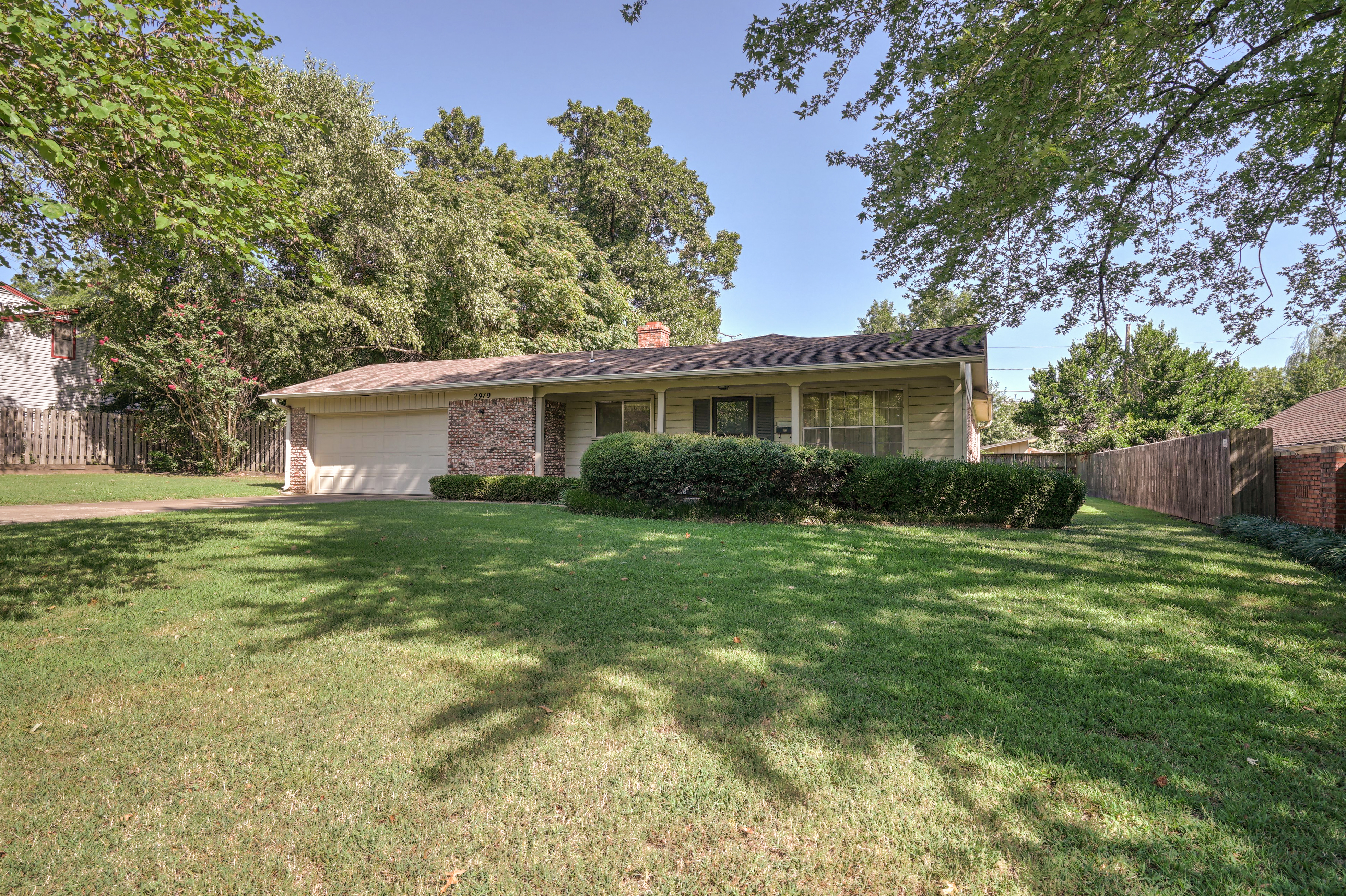 2919 E 46th Street Property Photo 4