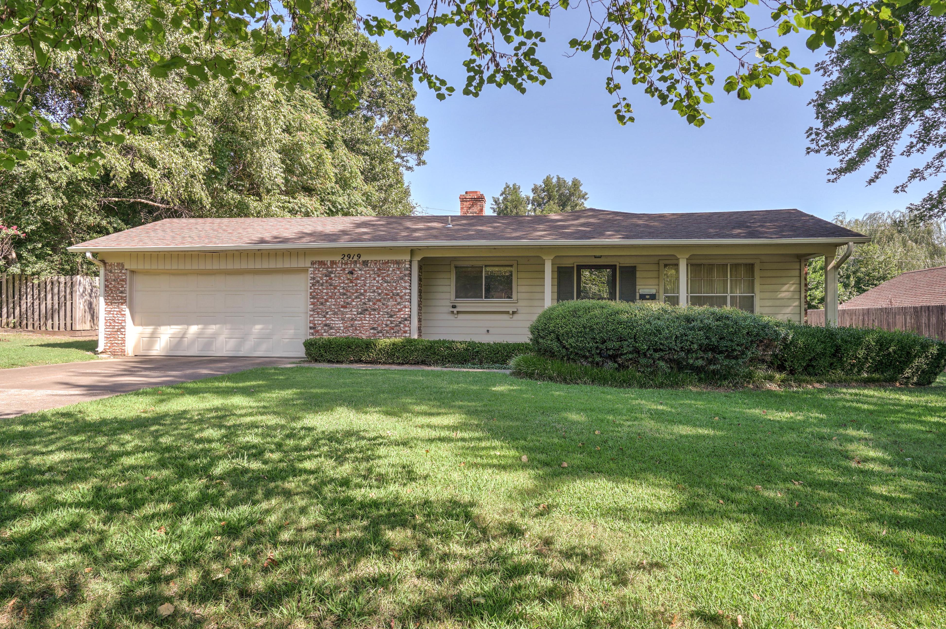 2919 E 46th Street Property Photo 2