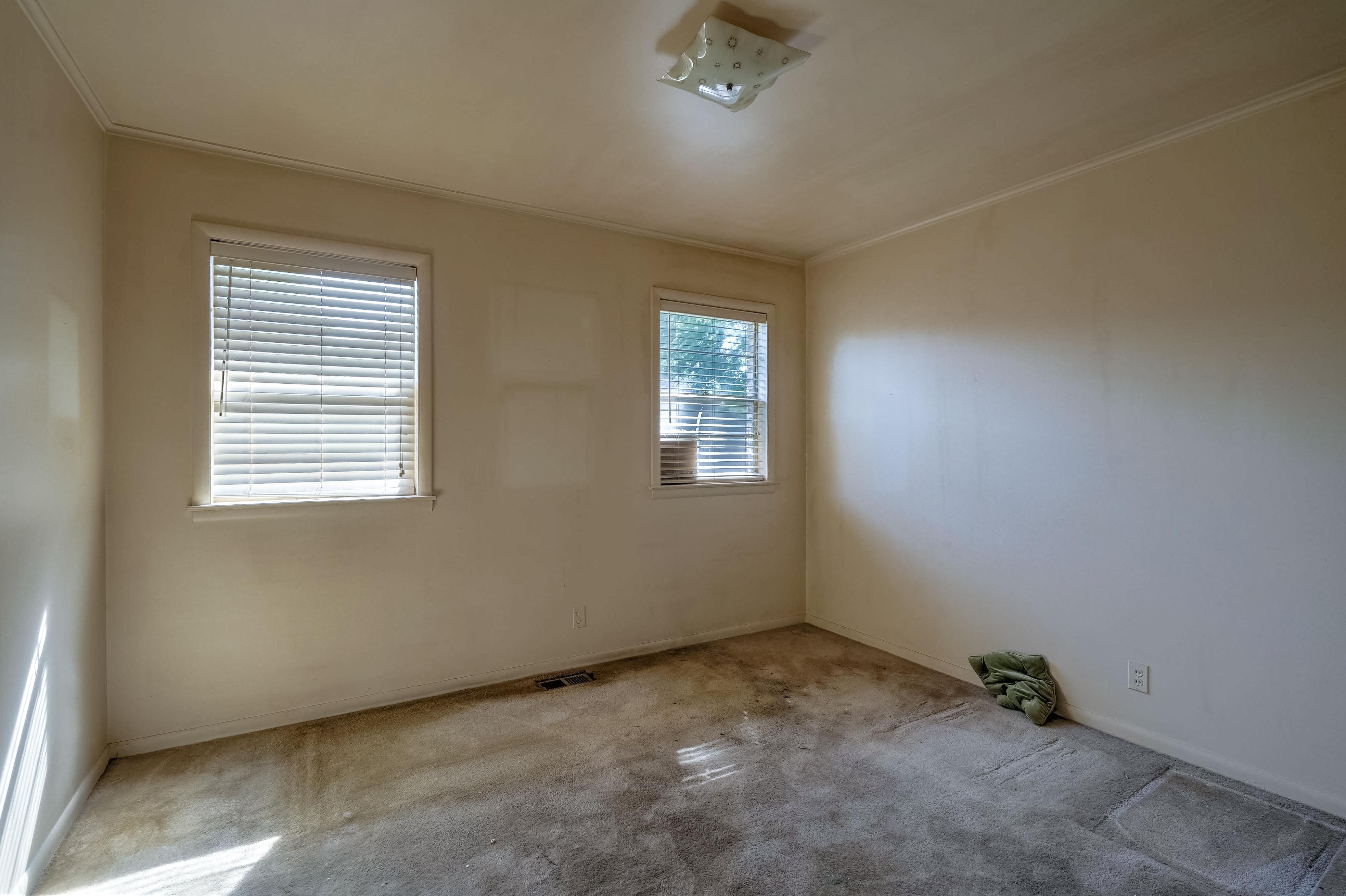 2919 E 46th Street Property Photo 25
