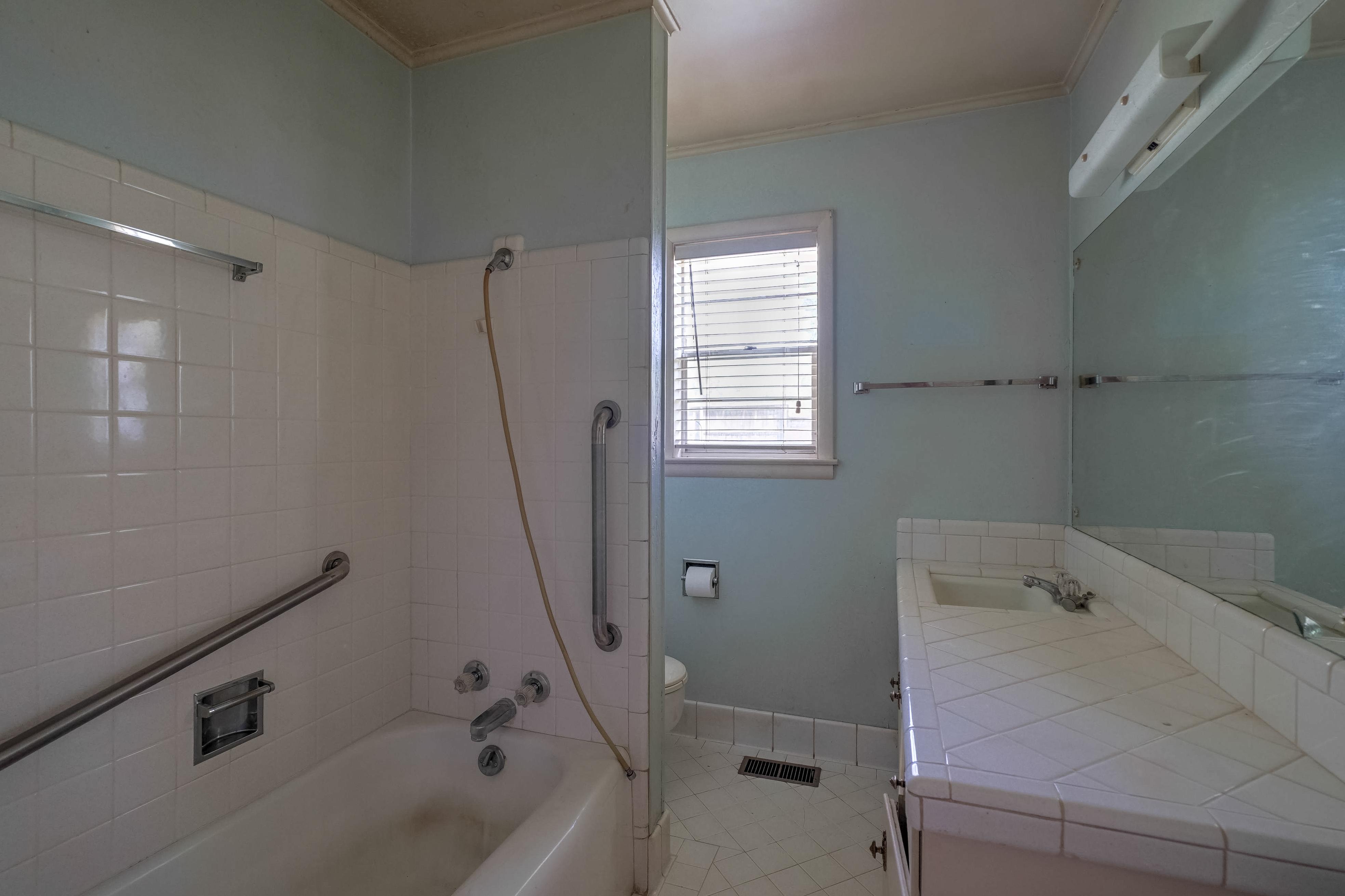 2919 E 46th Street Property Photo 24