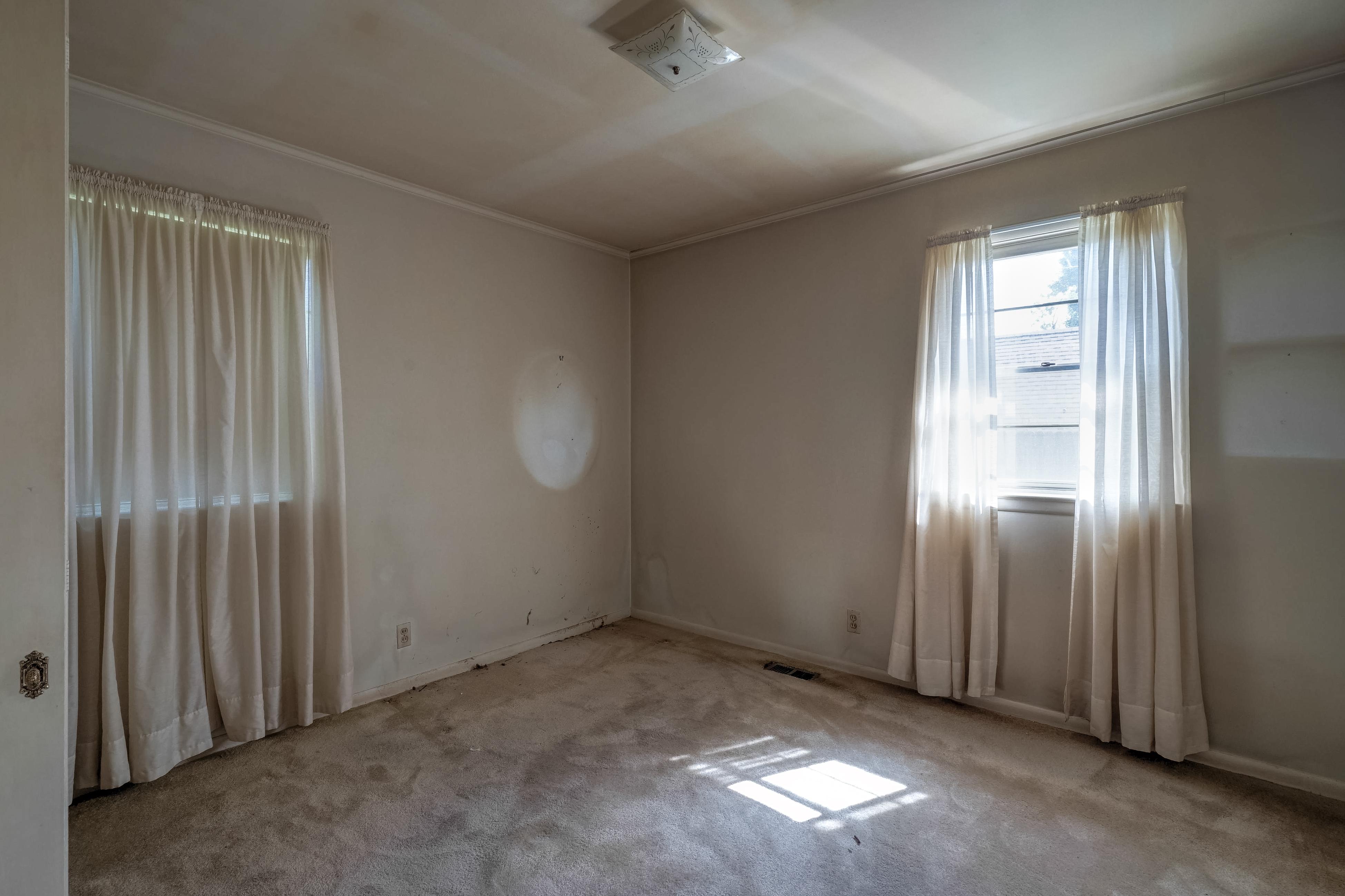 2919 E 46th Street Property Photo 22