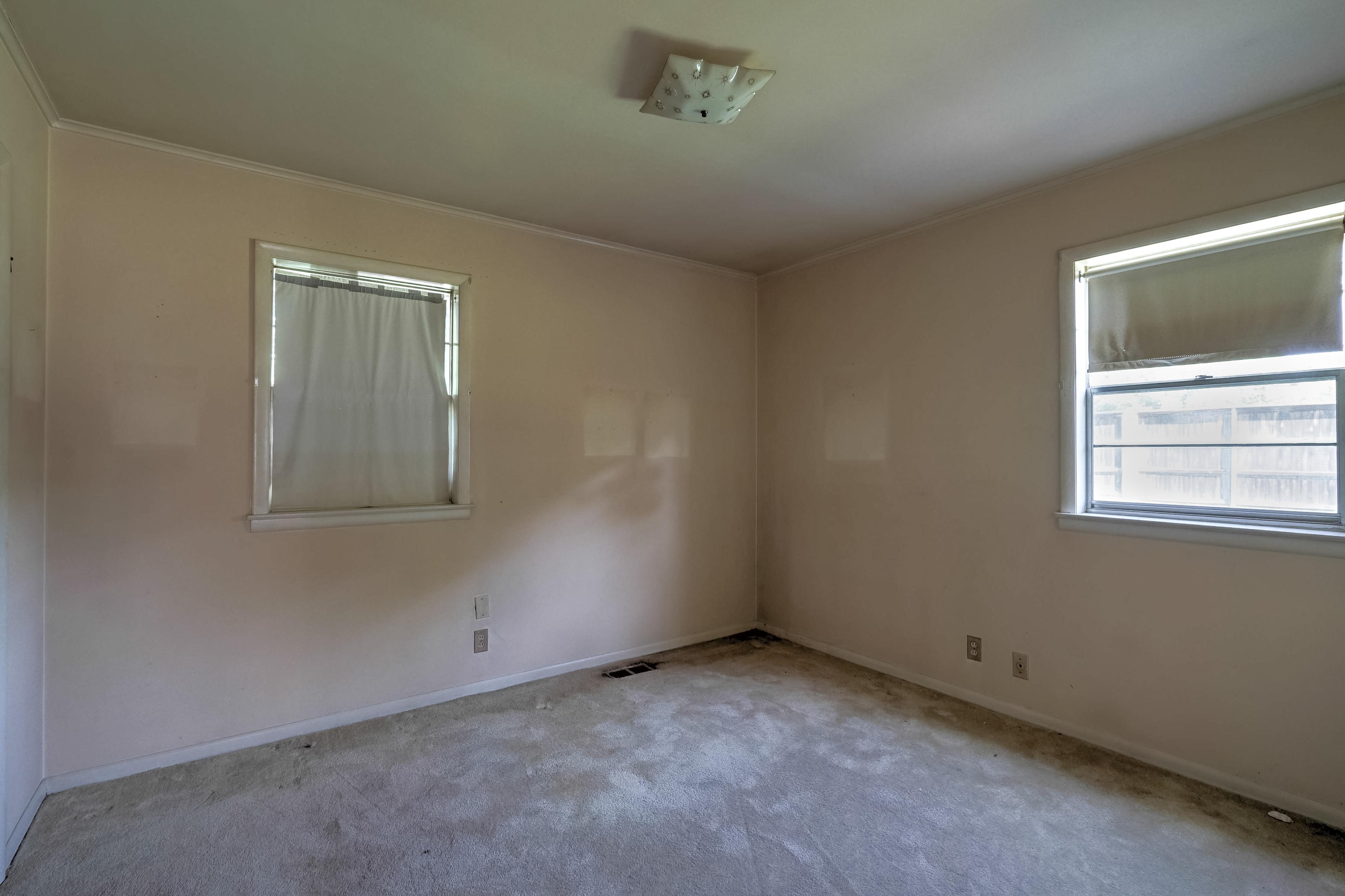 2919 E 46th Street Property Photo 19