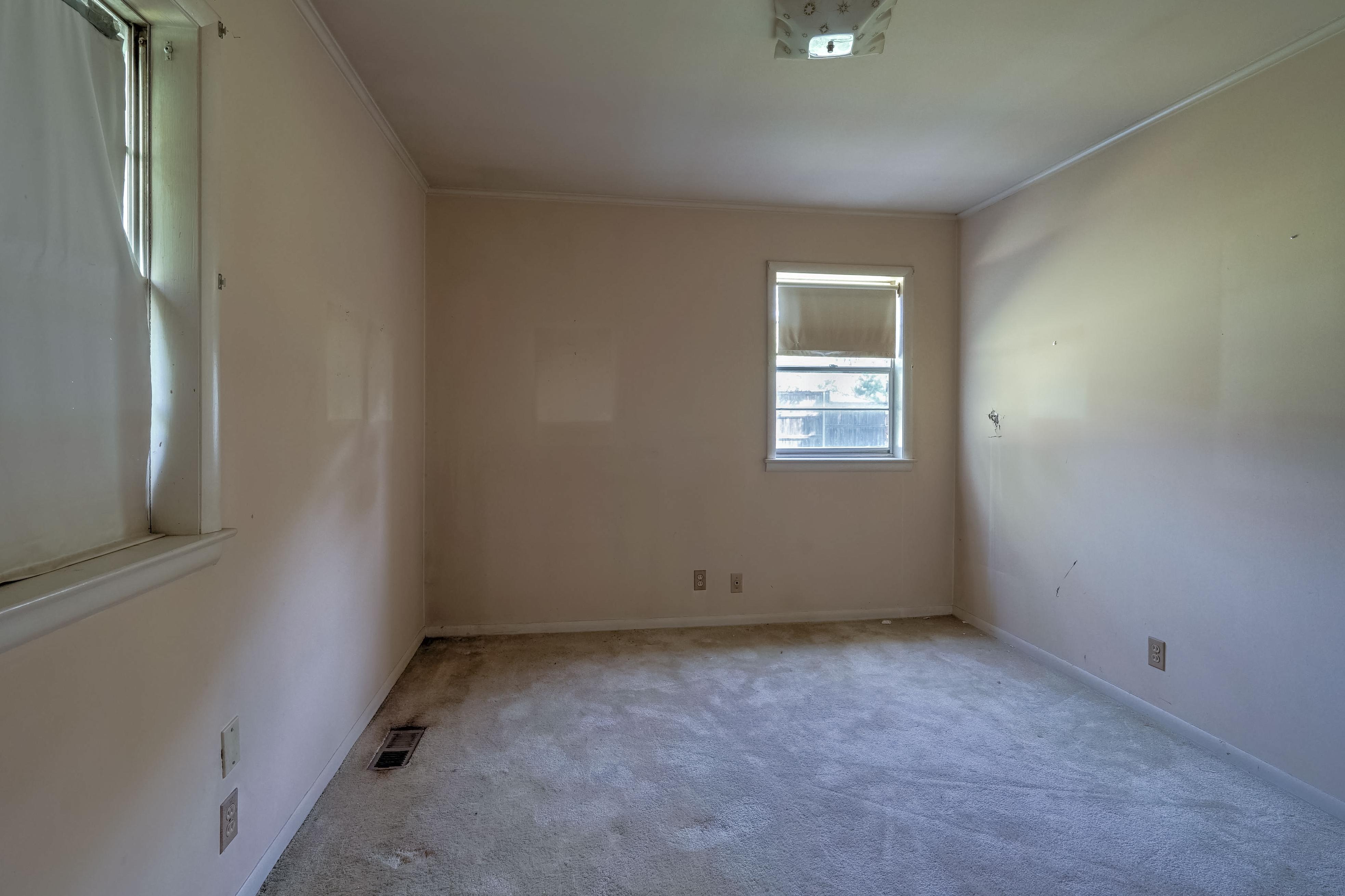 2919 E 46th Street Property Photo 20